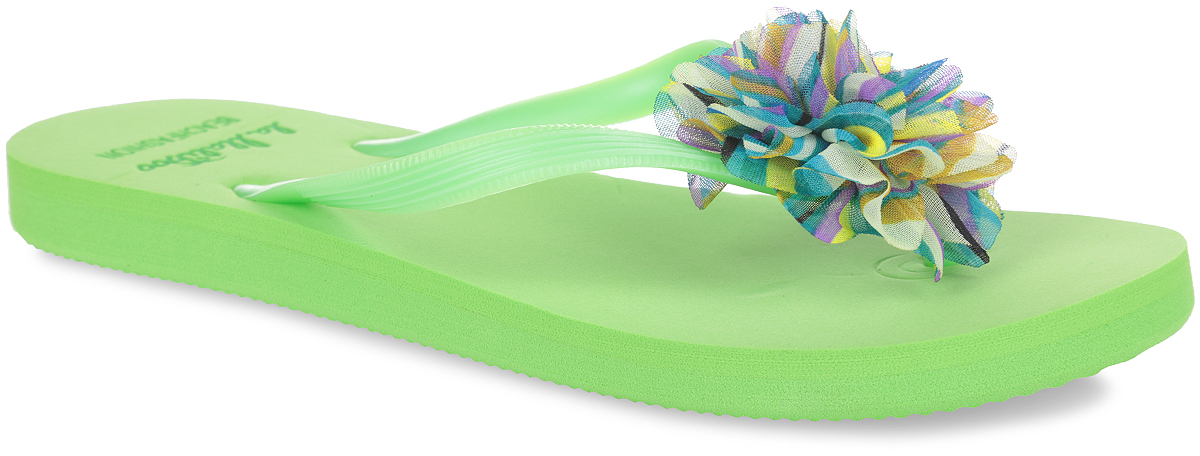 Сланцы женские Lamaliboo, цвет: зеленый. S31-9527_з. Размер 36S31-9527_зЧудесные и очень легкие сланцы от Lamaliboo придутся вам по душе. Верх модели выполнен из ПВХ и оформлен на ремешках оригинальными тиснением и роскошной аппликацией в виде цветка из текстиля. Ремешки с перемычкой гарантируют надежную фиксацию изделия на ноге. Верхняя часть подошвы декорирована буквенным тиснением и в виде названия бренда. Рельефное основание подошвы обеспечивает уверенное сцепление с любой поверхностью. Удобные сланцы прекрасно подойдут для похода в бассейн или на пляж.