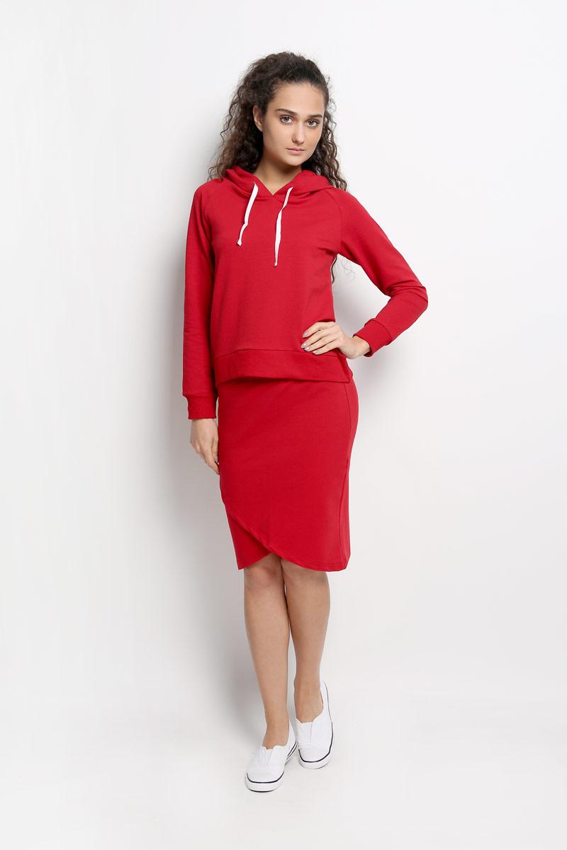 Комплект женский Rocawear: толстовка, юбка, цвет: красный. R011634. Размер S (44)R011634Женский комплект одежды Rocawear состоит из толстовки и юбки. Комплект изготовлен из приятного на ощупь высококачественного комбинированного материала на основе хлопка с добавлением полиэстера и лайкры. Все элементы комплекта превосходно сидят, не сковывают движения, великолепно пропускают воздух и позволяют коже дышать даже во время занятий спортом. Оригинальная юбка оформлена запахом спереди, на талии дополнена широкой эластичной резинкой. Толстовка с капюшоном и длинными рукавами-реглан имеет удлиненную спинку. Объем капюшона регулируется при помощи шнурка-кулиски. Низ и манжеты рукавов толстовки дополнены широкими трикотажными резинками. Этот практичный и модный комплект - настоящее воплощение комфорта. В нем вы всегда будете чувствовать себя удобно и уютно.