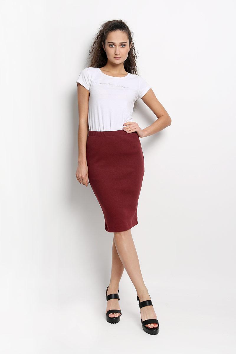 Юбка Rocawear, цвет: бордовый. R041517. Размер S (44)R041517Эффектная юбка Rocawear выполнена из хлопка с добавлением лайкры, она обеспечит вам комфорт и удобство при носке.Юбка-карандаш средней длины застегивается на длинную серебристую застежку-молнию сзади, на талии дополнена широкой эластичной резинкой.Модная юбка-карандаш выгодно освежит и разнообразит ваш гардероб. Создайте женственный образ и подчеркните свою яркую индивидуальность! Классический фасон и оригинальное оформление этой юбки сделают ваш образ непревзойденным.