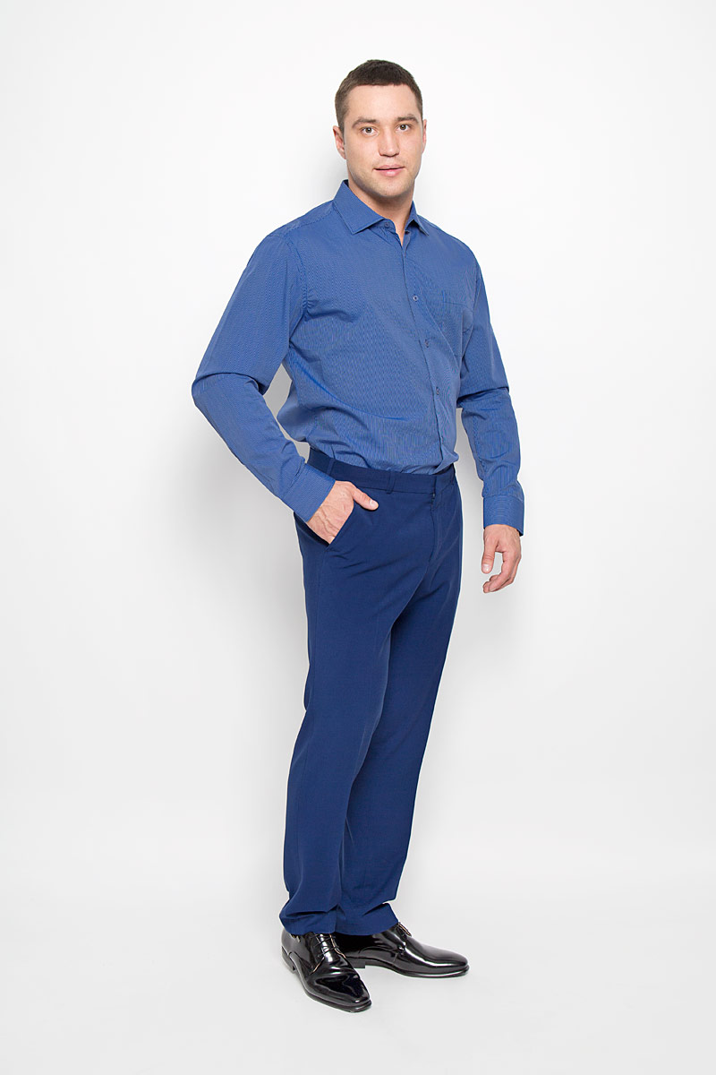 Рубашка мужская KarFlorens, цвет: темно-синий, синий. SW 72-06. Размер 45/46 (56-176)SW 72-06Стильная мужская рубашка KarFlorens, выполненная из хлопка с добавлением микрофибры, подчеркнет ваш уникальный стиль и поможет создать оригинальный образ. Такой материал великолепно пропускает воздух, обеспечивая необходимую вентиляцию, а также обладает высокой гигроскопичностью.Рубашка с длинными рукавами и отложным воротником застегивается на пуговицы спереди. Рукава рубашки дополнены манжетами, которые также застегиваются на пуговицы. Модель оформлена узором в мелкую узкую полоску и дополнена накладным нагрудным карманом. Классическая рубашка - превосходный вариант для базового мужского гардероба.Такая рубашка будет дарить вам комфорт в течение всего дня и послужит замечательным дополнением к вашему гардеробу.