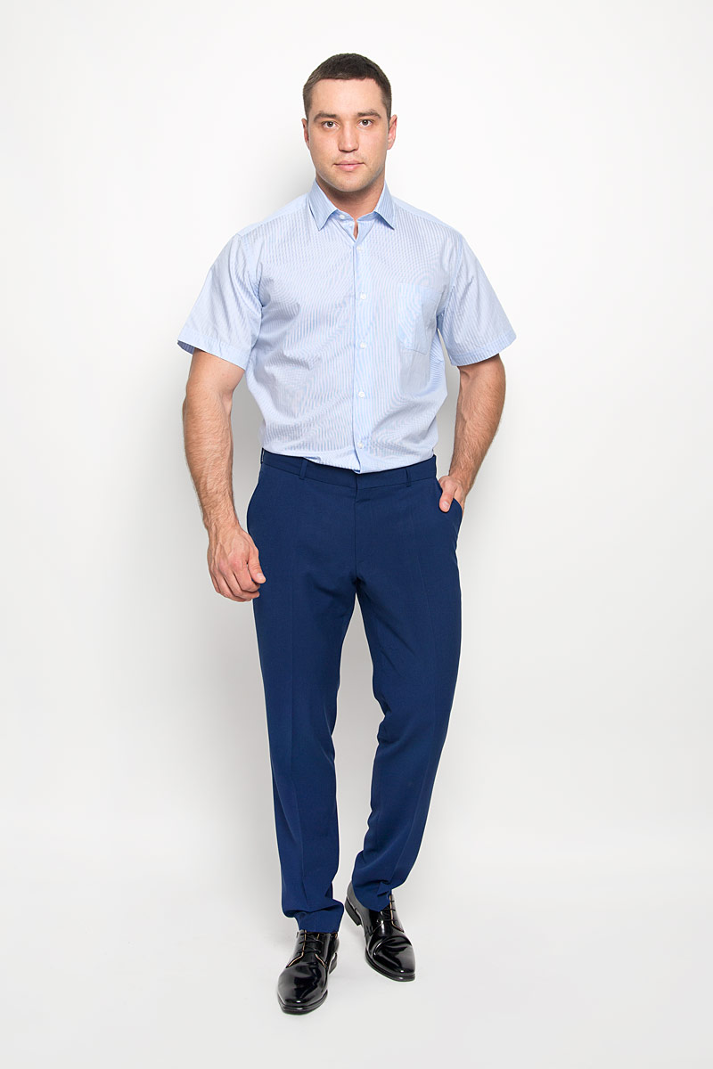 Рубашка мужская KarFlorens, цвет: светло-голубой. SW 75-05. Размер 45/46 (56-176)SW 75-05Стильная мужская рубашка KarFlorens, выполненная из натурального хлопка, подчеркнет ваш уникальный стиль и поможет создать оригинальный образ. Такой материал великолепно пропускает воздух, обеспечивая необходимую вентиляцию, а также обладает высокой гигроскопичностью. Рубашка с короткими рукавами и отложным воротником застегивается на пуговицы спереди. Модель оформлена актуальным узором в мелкую клетку и дополнена накладным нагрудным карманом. Классическая рубашка - превосходный вариант для базового мужского гардероба и отличное решение на каждый день. Такая рубашка будет дарить вам комфорт в течение всего дня и послужит замечательным дополнением к вашему гардеробу.