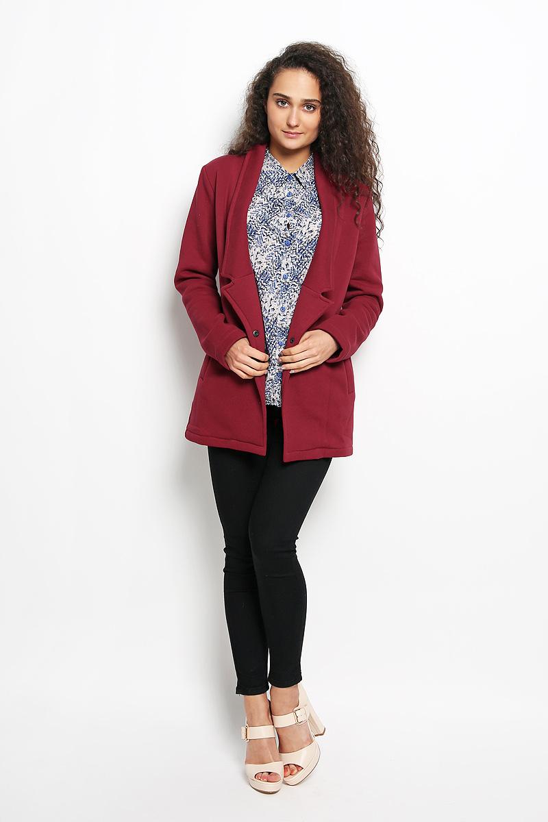 Жакет женский Rocawear, цвет: бордовый. R011632. Размер S (44)R011632Женский жакет Rocawear станет модным и стильным дополнением вашего образа. Выполненный из эластичного хлопка с добавлением полиэстера, он имеет приятную на ощупь текстуру, не сковывает движений, обеспечивая комфорт. Лицевая сторона изделия гладкая, изнаночная с мягким и теплым начесом. Жакет с отложным воротником с лацканами и длинными рукавами застегивается спереди на металлическую кнопку. Изделие имеет два втачных кармана. Такой жакет будет дарить вам комфорт в течение всего дня!