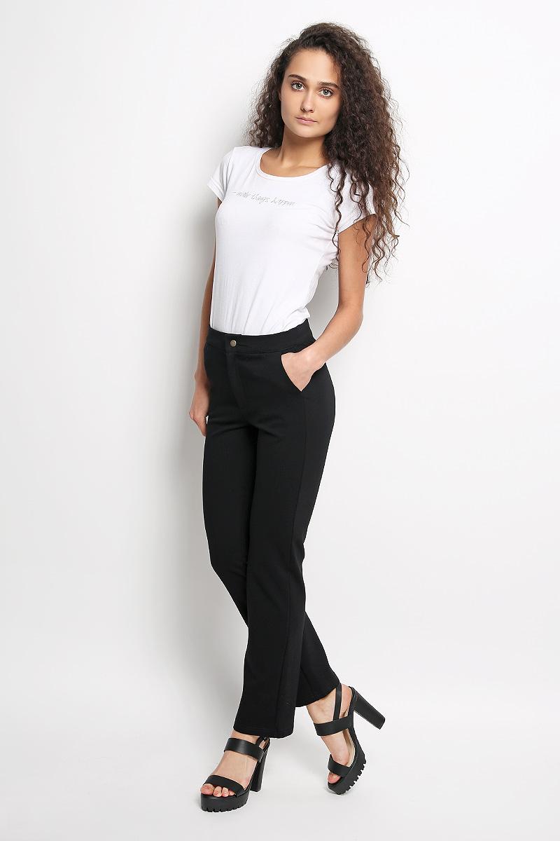 Брюки женские Rocawear, цвет: черный. R041519. Размер XS (42)R041519Стильные женские брюки Rocawear - это изделие высочайшего качества, которое превосходно сидит и подчеркнет все достоинства вашей фигуры. Прямые укороченные брюки стандартной посадки выполнены из эластичного полиэстера с добавлением вискозы, что обеспечивает комфорт и удобство при носке. Брюки застегиваются на кнопку в поясе и ширинку на застежке-молнии. Брюки имеют два втачных кармана спереди, а сзади украшены имитацией карманов.Эти модные и в тоже время комфортные брюки послужат отличным дополнением к вашему гардеробу и помогут создать неповторимый современный образ.