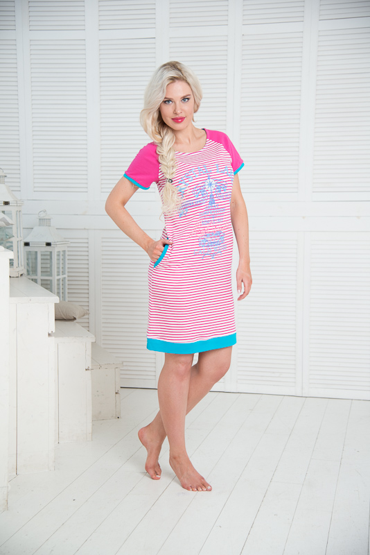 Платье домашнее Santi, цвет: белый, розовый, голубой. SS16-PL-05. Размер 44/46SS16-PL-05Домашнее платье Santi выполнено из натурального хлопка. Платье-миди с круглым вырезом горловины и короткими рукавами оформлено принтом в полоску, спереди - принтом в морском стиле. По бокам расположены втачные карманы. Рукава, края карманов и низ изделия дополнены трикотажными резинками.