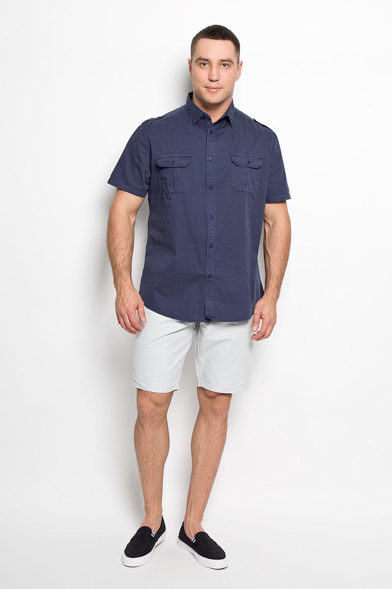 Рубашка мужская Sela, цвет: темно-синий. Hs-212/690-6123. Размер 40 (46)Hs-212/690-6123Мужская рубашка Sela, выполненная из натурального хлопка, идеально дополнит ваш образ. Материал мягкий и приятный на ощупь, не сковывает движения и позволяет коже дышать.Рубашка классического кроя с короткими рукавами и отложным воротником застегивается на пуговицы по всей длине. На плечевых швах имеются декоративные хлястики на пуговицах. На груди изделие дополнено накладными карманами с клапанами на пуговицах.Такая модель будет дарить вам комфорт в течение всего дня и станет стильным дополнением к вашему гардеробу.