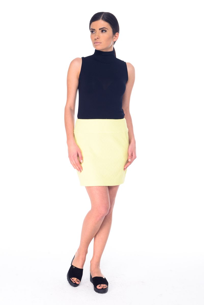 Юбка Arefeva, цвет: желтый. 03059. Размер XL (50)03059Стильная юбка Arefeva, выполненная из эластичного полиэстера, обеспечит вам комфорт и удобство при носке. Юбка-мини застегивается сзади на скрытую застежку-молнию. Спереди расположены два втачных кармана. Модель оформлена рельефным принтом.