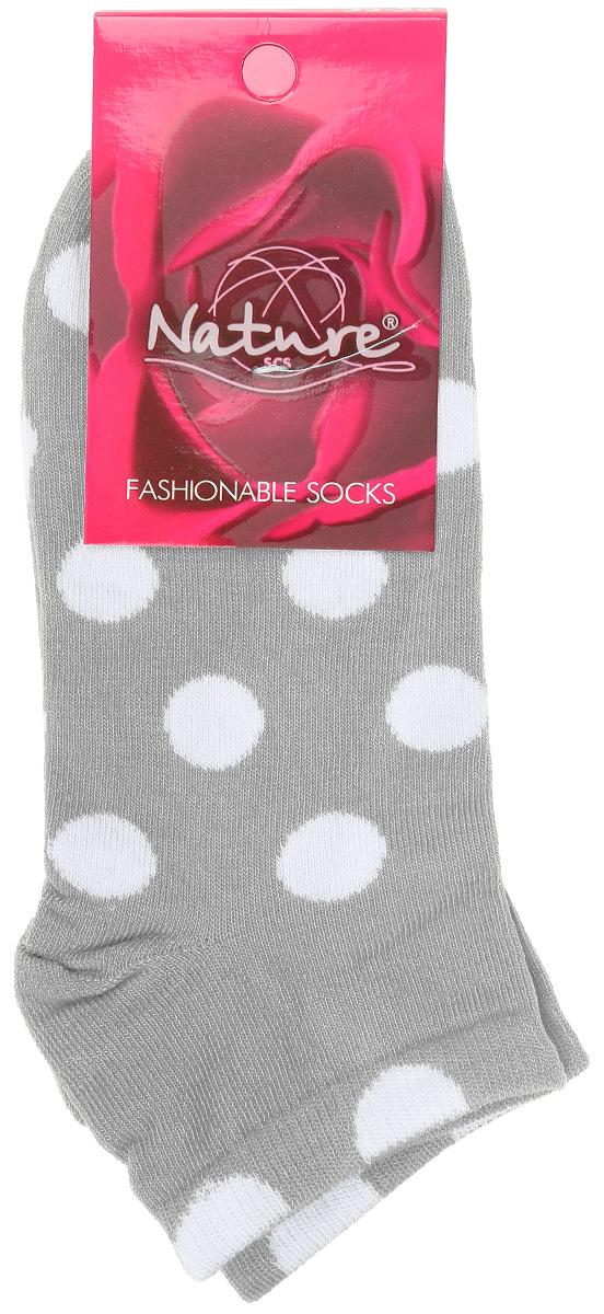 Носки женские Nature, цвет: серый, белый. 824ж. Размер 23/25824жУдобные укороченные женские носки Nature, изготовленные из высококачественного комбинированного материала, идеально подойдут для повседневной носки. Благодаря содержанию мягкого хлопка в составе, кожа сможет дышать, полиамид обеспечивает износостойкость, а эластан позволяет носочкам легко тянуться, что делает их комфортными в носке. Носки оформлены узором в горох. Эластичная резинка плотно облегает ногу, не сдавливая ее, обеспечивая комфорт и удобство. Практичные и комфортные носки с укрепленным мыском и пяткой великолепно подойдут к вашей повседневной обуви.