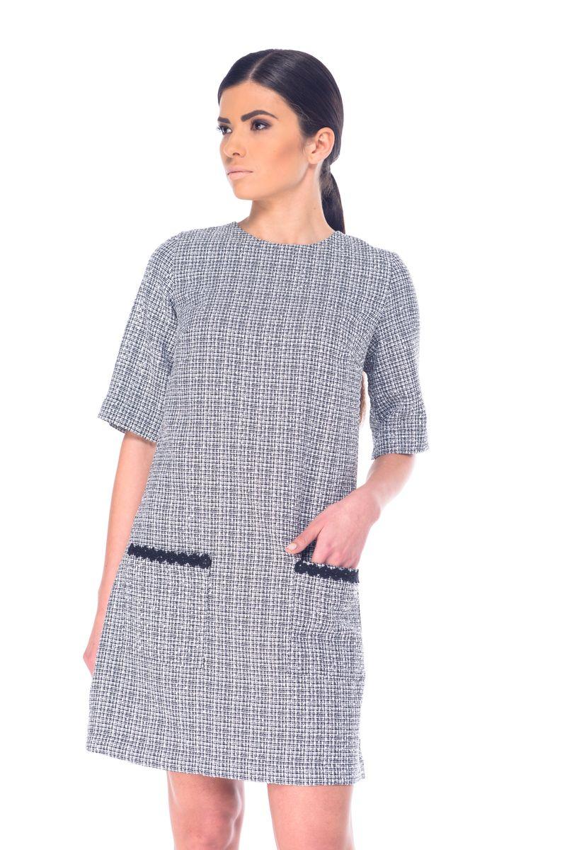 Платье Arefeva, цвет: черный, белый. L 9057. Размер L (48)L 9057Модное платье Arefeva выполнено из полиэстера с добавлением нейлона и люрекса.Платье-миди с круглым вырезом горловины и рукавами до локтя оформлено оригинальным принтом, на спинке - декоративным вырезом и завязками. Застегивается модель на скрытую застежку-молнию, расположенную на спинке. Спереди расположены два накладных кармана.