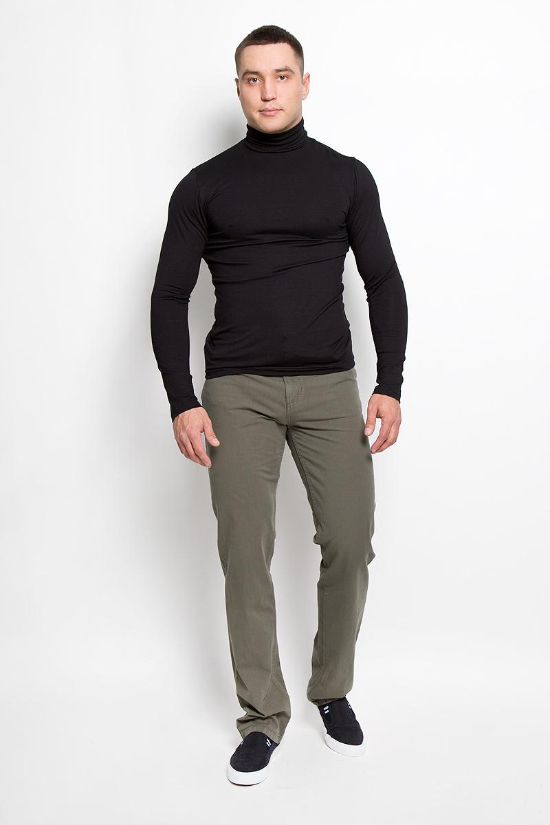 Брюки мужские F5, цвет: оливковый. 160162_0965/L. Размер 32-32 (48-32)160162_0965/LСтильные мужские брюки F5 великолепно подойдут для повседневной носки и помогут вам создать незабываемый современный образ. Классическая модель прямого кроя и стандартной посадки изготовлена из эластичного хлопка, благодаря чему великолепно пропускает воздух, обладает высокой гигроскопичностью и превосходно сидит. Брюки застегиваются на ширинку на застежке-молнии, а также пуговицу на поясе. На поясе расположены шлевки для ремня. Брюки имеют классический пятикарманный крой: спереди модель оформлена двумя втачными карманами и одним маленьким накладным кармашком, а сзади - двумя накладными карманами.Эти модные и в тоже время удобные брюки станут великолепным дополнением к вашему гардеробу. В них вы всегда будете чувствовать себя уверенно и комфортно.