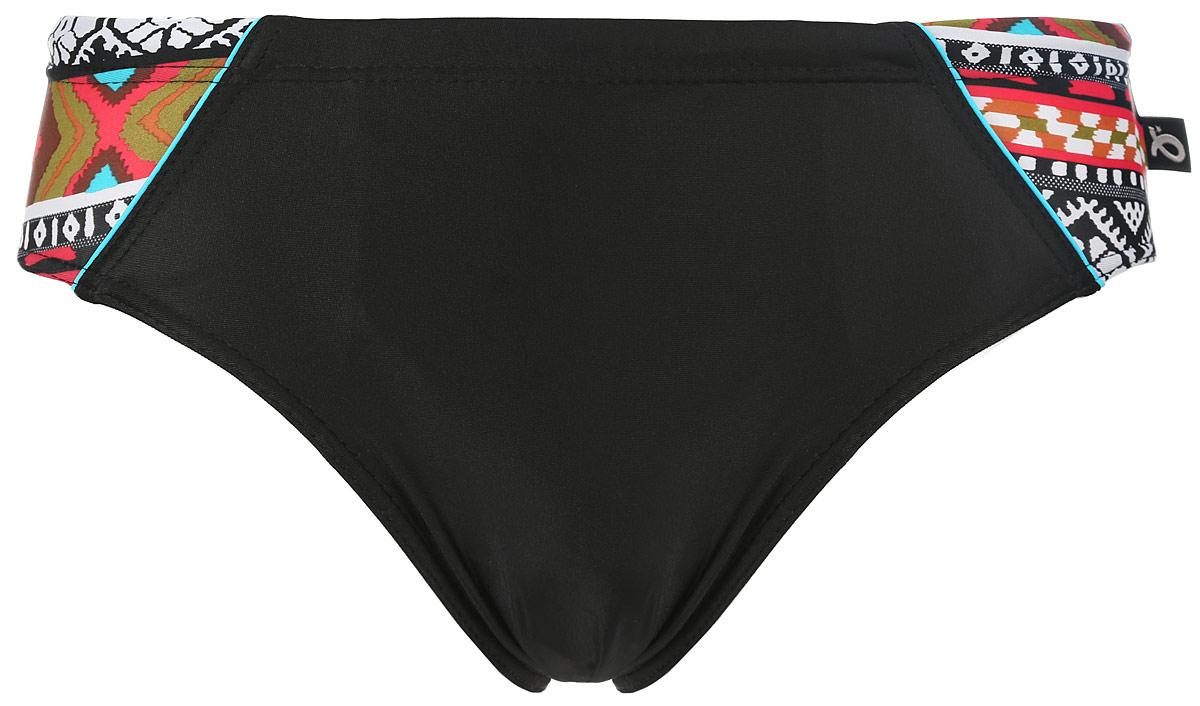 Плавки мужские Emdi, цвет: черный. 07-0608-200. Размер 4207-0608-200_01+200/006Мужские плавки Emdi, изготовленные из эластичного полиамида, быстро сохнут и сохраняют первоначальный вид и форму даже при длительном использовании. Модель-слип с высоким вырезом вокруг бедер, дополненным эластичной резинкой, имеет плоские швы. Удобная посадка и широкая резинка на талии, регулируемая скрытым шнурком, обеспечат наибольший комфорт. Оформлено изделие контрастными боковыми вставками с оригинальным принтом. Модель создана для тех, кто предпочитает удобство, практичность и современный дизайн. Плавки подходят как для занятий спортом, так и для пляжного отдыха.