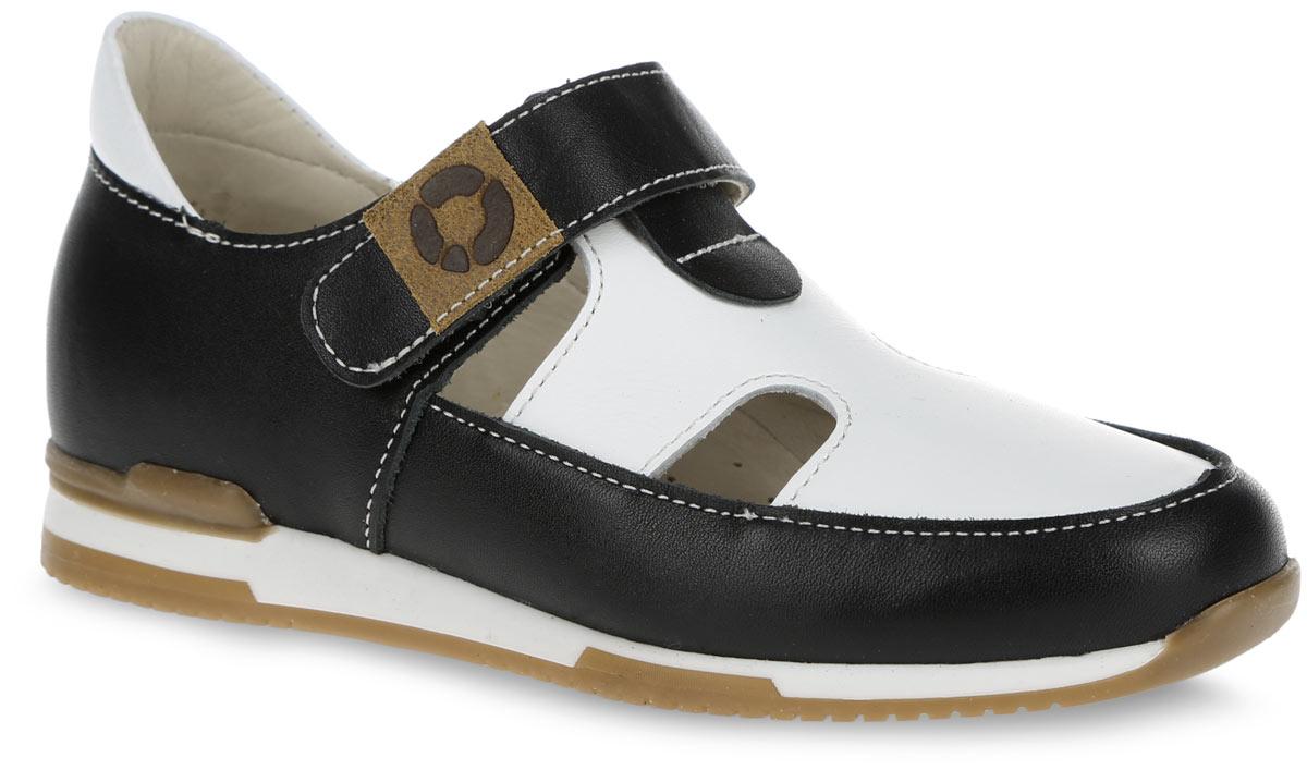 Туфли для мальчика TapiBoo, цвет: ива, черный, белый. FT-25003.16-OL01O.02. Размер 27FT-25003.16-OL01O.02Очаровательные туфли от TapiBoo придутся по душе вашему маленькому моднику. Модель выполнена из натуральной кожи контрастных цветов и оформлена по верху светлой прострочкой, в области подъема - резными отверстиями для лучшего воздухообмена, на ремешке - фирменной нашивкой. Подкладка и стелька, изготовленные из натуральной кожи, гарантируют комфорт при ходьбе. Отсутствие швов на подкладке обеспечивает дополнительный комфорт и предотвращает натирание. Многослойная, анатомическая стелька дополнена сводоподдерживающим элементом для правильного формирования стопы. Ремешок на застежке-липучке позволяет легко снимать и надевать обувь даже самым маленьким детям, обеспечивая при этом оптимальную фиксацию стопы. Жесткий фиксирующий задник с удлиненным крылом надежно стабилизирует голеностопный сустав во время ходьбы, препятствуя развитию патологических изменений стопы. Эластичный подносок надежно защищает переднюю часть стопы ребенка, не сжимая пальцы ног и оставляя достаточно пространства для естественной подвижности передней части стопы. Широкий, устойчивый каблук специальной конфигурации каблук Томаса продлен с внутренней стороны до середины стопы, чтобы исключить вращение (заваливание) стопы вовнутрь. Упругая, умеренно-эластичная подошва имеет перекат, позволяющий повторить естественное движение стопы при ходьбе для правильного распределения нагрузки на опорно-двигательный аппарат ребенка. Рифление на подошве для лучшего сцепления с поверхностями. Такие сандалии займут достойное место среди коллекции обуви вашего ребенка.