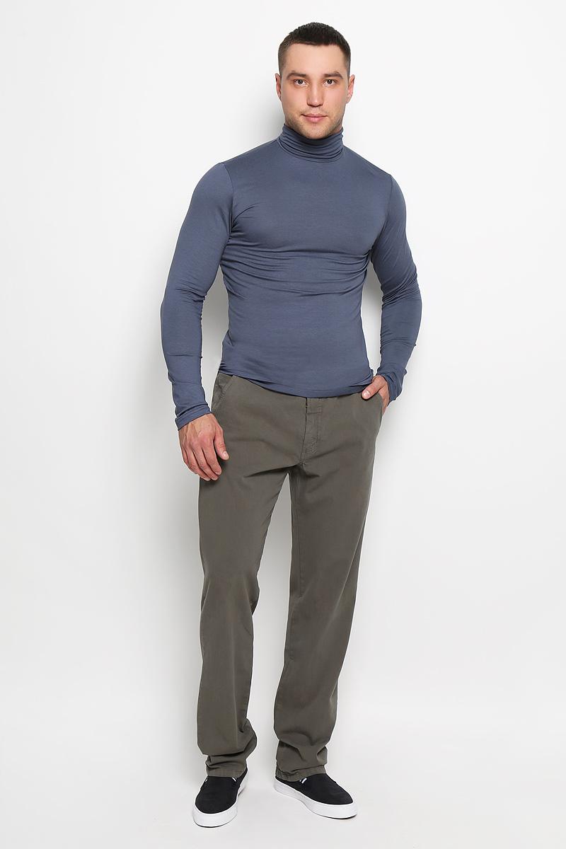 Брюки мужские F5, цвет: оливковый. 160163_09607. Размер 31-34 (46/48-34)160163_09607Стильные мужские брюки F5 великолепно подойдут для повседневной носки и помогут вам создать незабываемый современный образ. Классическая модель прямого кроя и стандартной посадки изготовлена из эластичного хлопка, благодаря чему великолепно пропускает воздух, обладает высокой гигроскопичностью и превосходно сидит. Брюки застегиваются на ширинку на застежке-молнии, а также пуговицу на поясе. На поясе расположены шлевки для ремня. Модель оформлена двумя открытыми втачными карманами спереди и двумя прорезными карманами на пуговицах сзади.Эти модные и в то же время удобные брюки станут великолепным дополнением к вашему гардеробу. В них вы всегда будете чувствовать себя уверенно и комфортно.