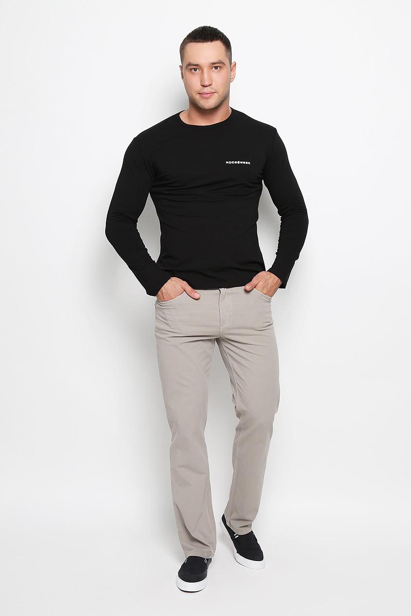 Брюки мужские F5, цвет: серо-бежевый. 160161_0965/L. Размер 30-34 (46-34)160161_0965/LСтильные мужские брюки F5 великолепно подойдут для повседневной носки и помогут вам создать незабываемый современный образ. Классическая модель прямого кроя и стандартной посадки изготовлена из эластичного хлопка, благодаря чему великолепно пропускает воздух, обладает высокой гигроскопичностью и превосходно сидит. Брюки застегиваются на ширинку на застежке-молнии, а также пуговицу на поясе. На поясе расположены шлевки для ремня. Брюки имеют классический пятикарманный крой: спереди модель оформлена двумя втачными карманами и одним маленьким накладным кармашком, а сзади - двумя накладными карманами.Эти модные и в тоже время удобные брюки станут великолепным дополнением к вашему гардеробу. В них вы всегда будете чувствовать себя уверенно и комфортно.