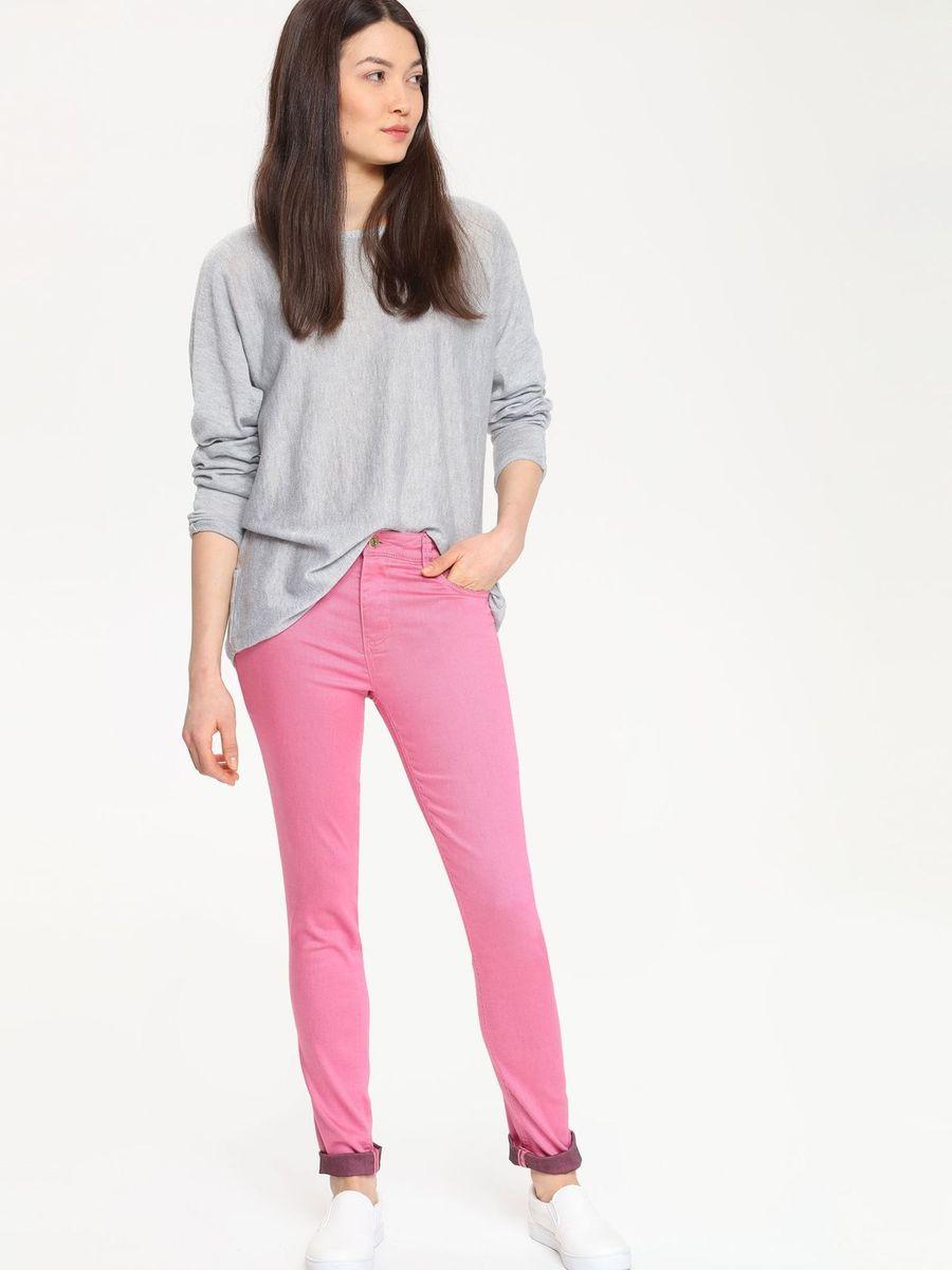 Джинсы женские Troll, цвет: розовый. TSP1272RO. Размер 34 (40)TSP1272ROСтильные женские джинсы Troll выполнены из хлопка с добавлением полиэстера и эластана. Материал мягкий и приятный на ощупь, не сковывает движения и позволяет коже дышать.Джинсы-слим стандартной посадки застегиваются на пуговицу в поясе и ширинку на застежке-молнии. На поясе предусмотрены шлевки для ремня. Джинсы имеют классический пятикарманный крой: спереди модель оформлена двумя втачными карманами и одним маленьким накладным кармашком, а сзади - двумя накладными карманами.