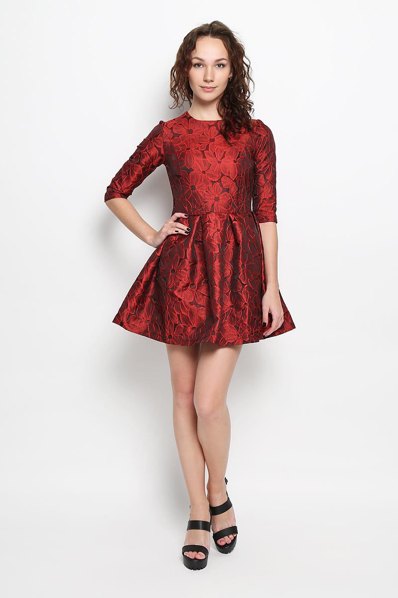 Платье Rocawear, цвет: бордовый, черный. R041521. Размер L (48)R041521Платье Rocawear идеально подойдет для вас и станет стильным дополнением к вашему гардеробу. Выполненное из 100% полиэстера, оно очень приятное на ощупь, не сковывает движений и хорошо вентилируется.Модель приталенного силуэта, с круглым вырезом горловины и рукавами длинной до локтя. Юбка дополнена крупными складками. В среднем шве спинки обработана потайная застежка-молния. Платье оформлено цветочным принтом. Такое платье поможет создать яркий и привлекательный образ, в нем вам будет удобно и комфортно.