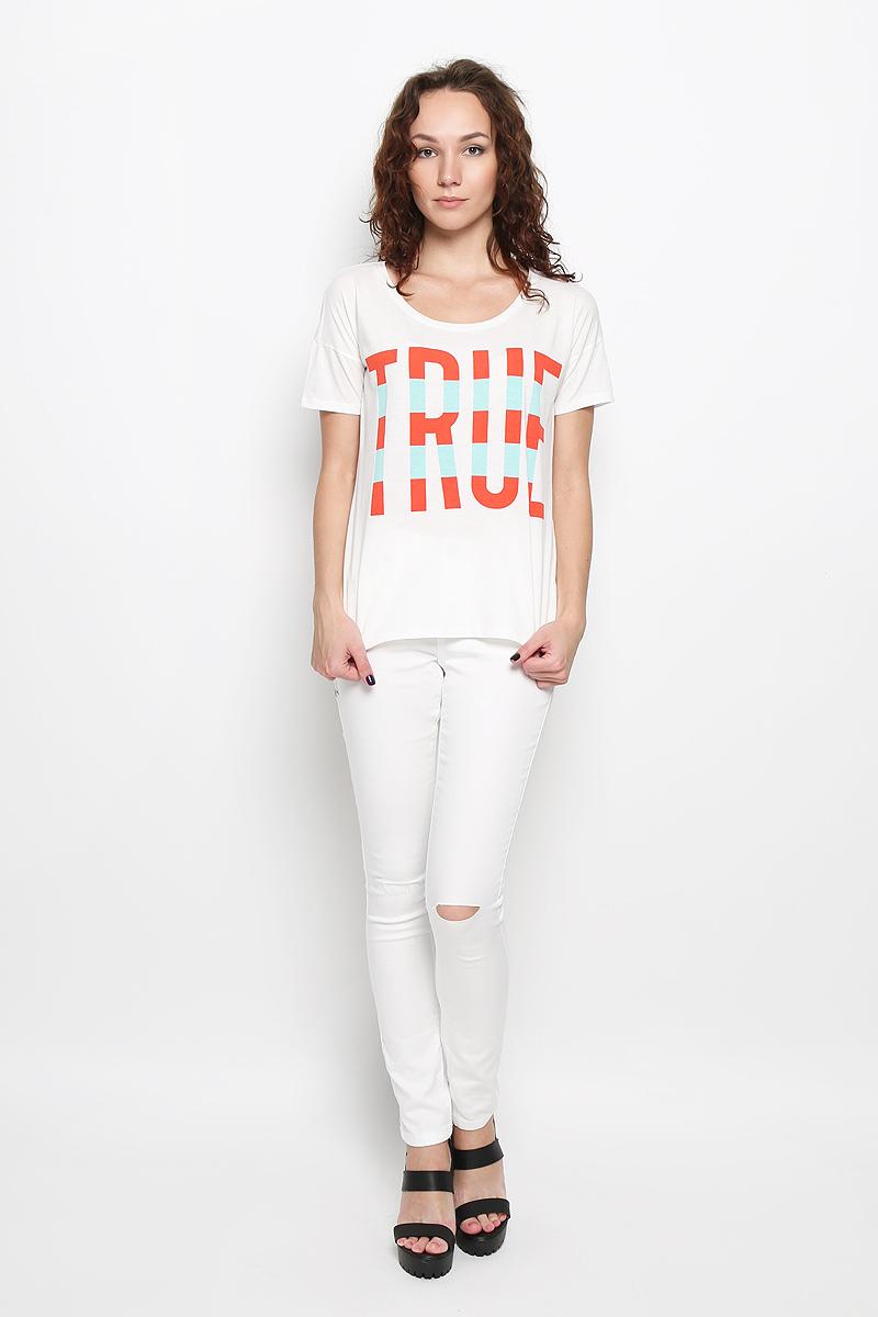Футболка женская Lee, цвет: белый. L42JEPHA. Размер XS (40)L42JEPHAМодная женская футболка Lee, выполненная из натурального хлопка, обладает высокой теплопроводностью, воздухопроницаемостью и гигроскопичностью, позволяет коже дышать.Модель с короткими рукавами и круглым вырезом горловины - идеальный вариант для создания стильного образа. Спинка футболки немного удлинена. Оформлено изделие принтом в виде надписи True и пришитой фирменной эмблемой в нижней части. Такая модель подарит вам комфорт в течение всего дня и послужит замечательным дополнением к вашему гардеробу.
