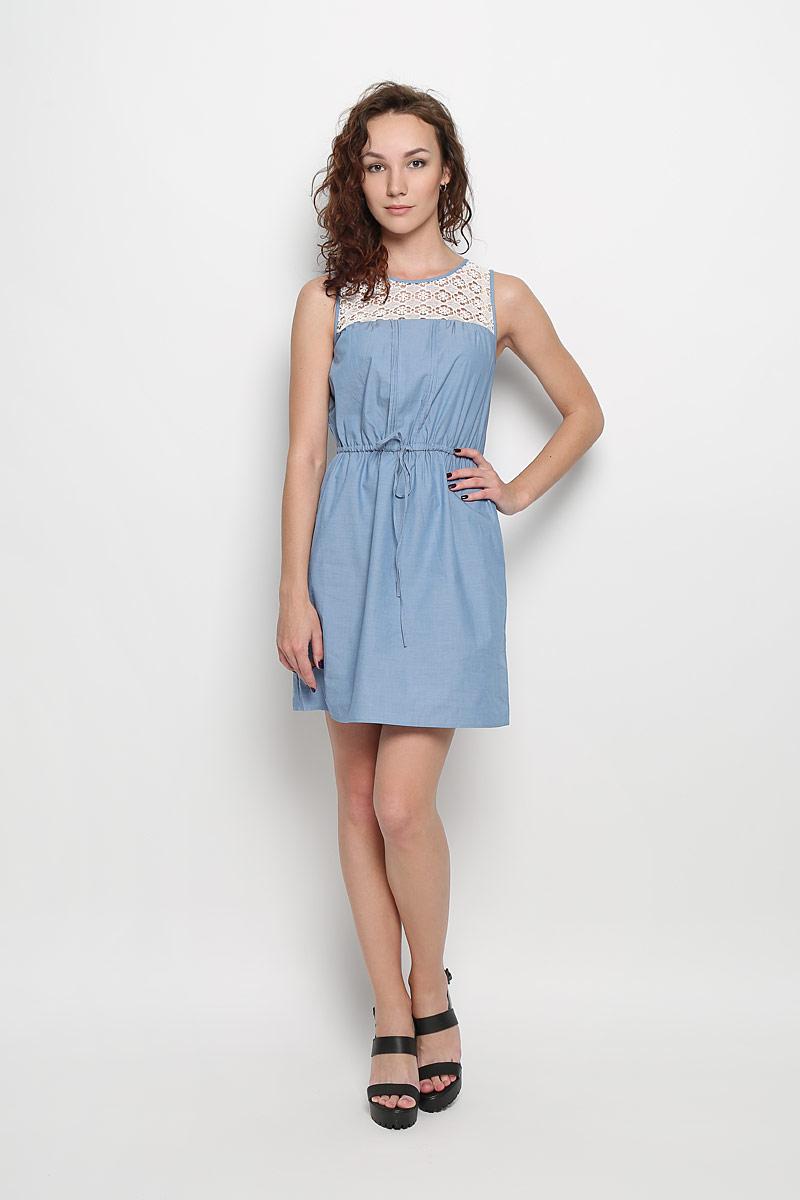 Платье Sela, цвет: голубой, белый. Dsl-117/759-6244. Размер M (46)Dsl-117/759-6244Легкое платье Sela, изготовленное из натурального хлопка, поможет создать привлекательный образ. Материал изделия мягкий, тактильно приятный, позволяет коже дышать. Модель с круглым вырезом горловины застегивается сзади на пуговицу. Линию талии подчеркивают эластичная резинка и затягивающийся шнурок. По боками предусмотрены два прорезных кармана. Верх платья декорирован вставкой из кружевной ткани.Такое платье будет дарить вам комфорт в течение всего дня и послужит замечательным дополнением к вашему гардеробу.
