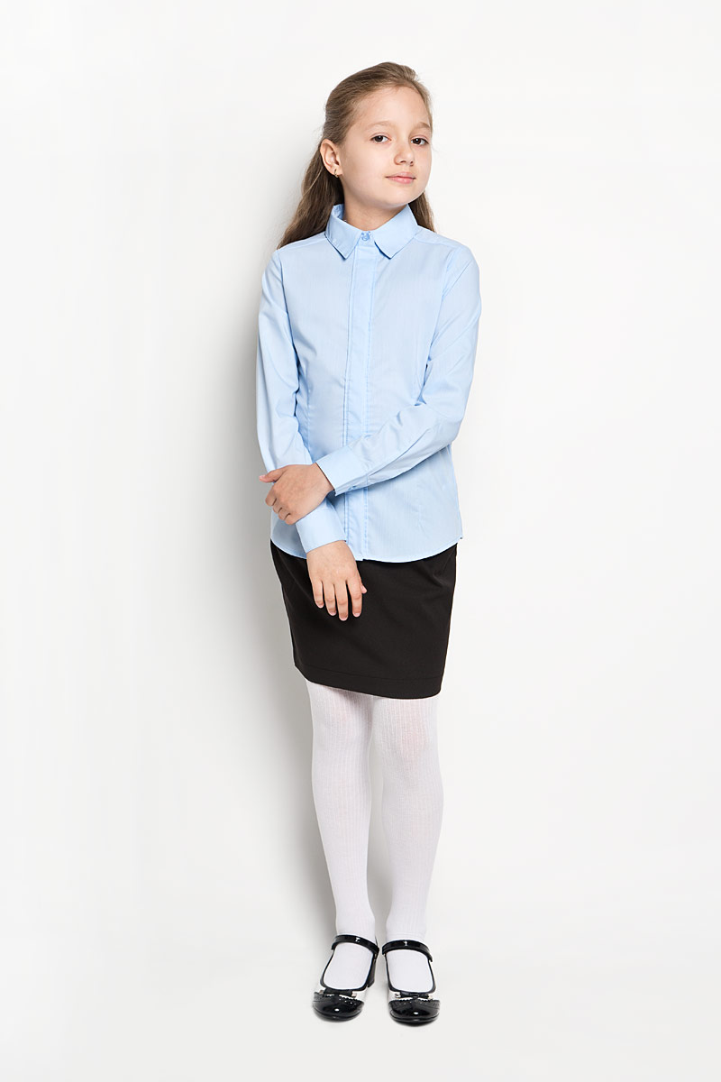 Блузка для девочки Orby School, цвет: голубой. 64209_OLG, вариант 2. Размер 122, 7-8 лет64209_OLGЭлегантная блузка для девочки Orby School идеально подойдет для школы. Изготовленная из полиэстера с добавлением хлопка, она необычайно мягкая, легкая и приятная на ощупь, не сковывает движения и позволяет коже дышать, не раздражает даже самую нежную и чувствительную кожу ребенка, обеспечивая наибольший комфорт.Блузка приталенного силуэта с отложным воротником и длинными рукавами застегивается на пуговицы скрытые под планкой. Рукава дополнены неширокими манжетами на пуговицах. Такая блузка - незаменимая вещь для школьной формы, отлично сочетается с юбками, брюками и сарафанами. Эта модель всегда выглядит великолепно!