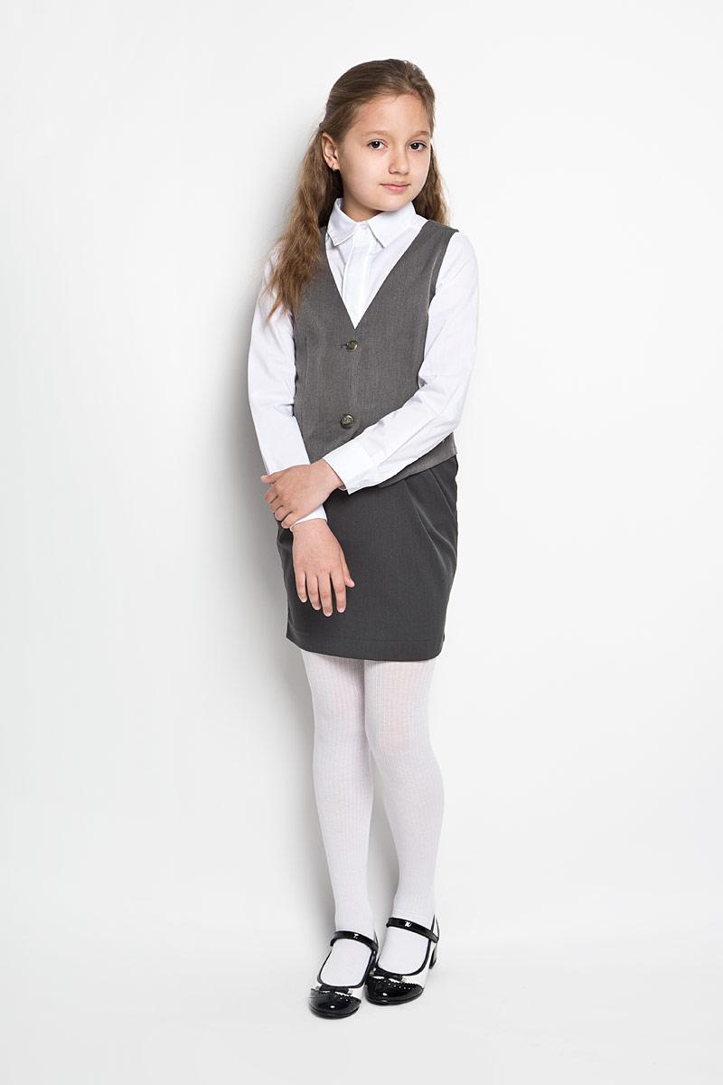 Жилет для девочки Orby School, цвет: серый. 64138_OLG, вариант 1. Размер 122, 7-8 лет64138_OLGЭлегантный жилет для девочки Orby идеально подойдет для школы. Изготовленный из полиэстера с добавлением вискозы и эластана, он необычайно мягкий и приятный на ощупь, не сковывает движения и позволяет коже дышать, не раздражает даже самую нежную и чувствительную кожу ребенка, обеспечивая ему наибольший комфорт.Жилет классического кроя с V-образным вырезом горловины спереди застегивается на две оригинальные пуговицы. Приталенный силуэт подчеркивает фигуру, а регулировка-поясок обеспечивает дополнительный комфорт и идеальную посадку. Являясь важным атрибутом школьной моды, стильный жилет подчеркивает деловой имидж ученицы, придавая ей уверенность.
