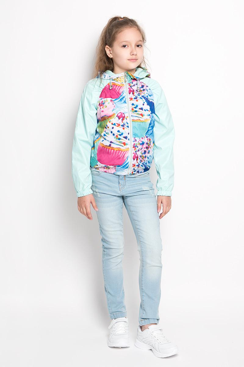 Куртка для девочки Boom!, цвет: салатовый. 63543_BOG, вариант 2. Размер 122, 7-8 лет63543Стильная куртка для девочки Boom! идеально подойдет вашему ребенку в прохладную погоду. Модель изготовлена из водонепроницаемой и ветрозащитной ткани, на подкладке из полиэстера с добавлением хлопка и вискозы. Она не сковывает движения малышки и позволяет коже дышать, не раздражает даже самую нежную и чувствительную кожу ребенка. Куртка с капюшоном застегивается на пластиковую застежку-молнию и дополнительно имеет защиту подбородка. Капюшон не отстегивается и по краю дополнен скрытой эластичной резинкой с металлическими стопперами. При необходимости его можно собрать и зафиксировать сзади при помощи хлястика на пуговицу. С обеих сторон имеются два прорезных кармашка. Понизу модель присборена на резинку, препятствующую проникновению холодного воздуха. На изделии предусмотрены светоотражающие элементы для безопасности ребенка в темное время суток. Оформлена куртка ярким оригинальным принтом. Оригинальный современный дизайн и модная расцветка делают эту куртку модным и стильным предметом детского гардероба. В ней ваша дочурка будет чувствовать себя уютно и комфортно, и всегда будет в центре внимания!