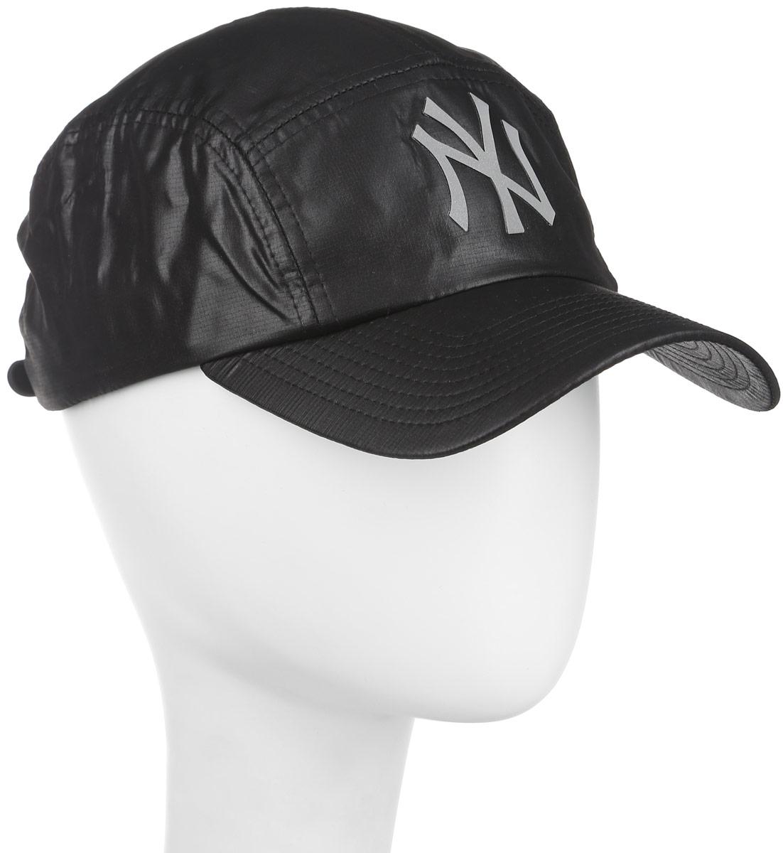 Бейсболка New Era Rip Run, цвет: черный. 11210211-BLK. Размер универсальный11210211-BLKСтильная бейсболка New Era Forty Flecked Trucker, выполненная из высококачественного материала, идеально подойдет для прогулок, занятий спортом и отдыха. Изделие оформлено логотипом знаменитой бейсбольной команды New York Yankees и логотипом бренда New Era.Бейсболка надежно защитит вас от солнца и ветра. Объем бейсболки регулируется липучкой.Ничто не говорит о настоящем любителе путешествий больше, чем любимая кепка. Эта модель станет отличным аксессуаром и дополнит ваш повседневный образ.