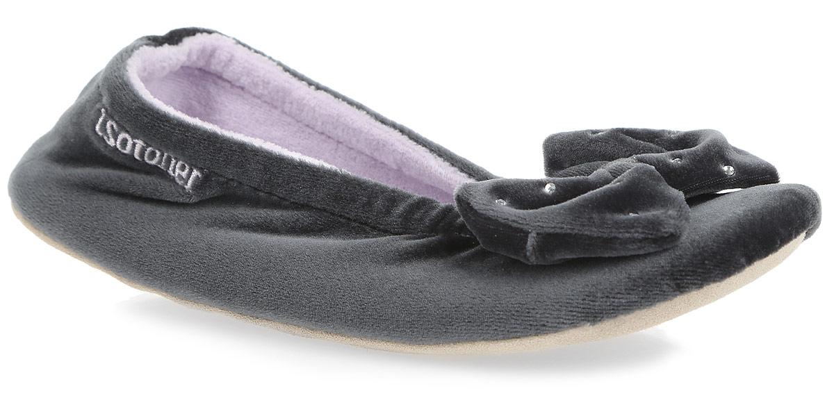 Тапки женские Isotoner, цвет: темно-серый. 97065. Размер 37/3897065Очаровательные женские тапки от Isotoner, стилизованные под балетки, помогут отдохнуть вашим ножкам после трудового дня. Модель выполнена из комбинации спандекса, полиэстера и оформлена на мысе милым бантом со стразами, в задней части - фирменной вышивкой. Подкладка и стелька, изготовленные из текстиля, комфортны при ходьбе. Стелька принимает форму стопы, а после деформации быстро возвращается в свою первоначальную форму. Подошва из натуральной кожи обеспечивает сцепление с любыми поверхностями. Такие тапочки придутся вам по душе.