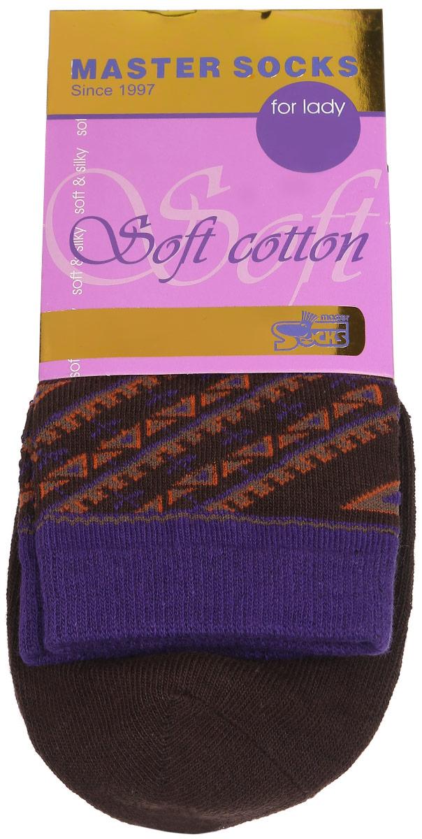 Носки женские Master Socks, цвет: коричневый. 85010. Размер 2385010Удобные носки Master Socks, изготовленные из высококачественного комбинированного материала, очень мягкие и приятные на ощупь, позволяют коже дышать.Эластичная резинка плотно облегает ногу, не сдавливая ее, обеспечивая комфорт и удобство. Модель с стандартным паголенком оформлена оригинальным принтом.Удобные и комфортные носки великолепно подойдут к любой вашей обуви.