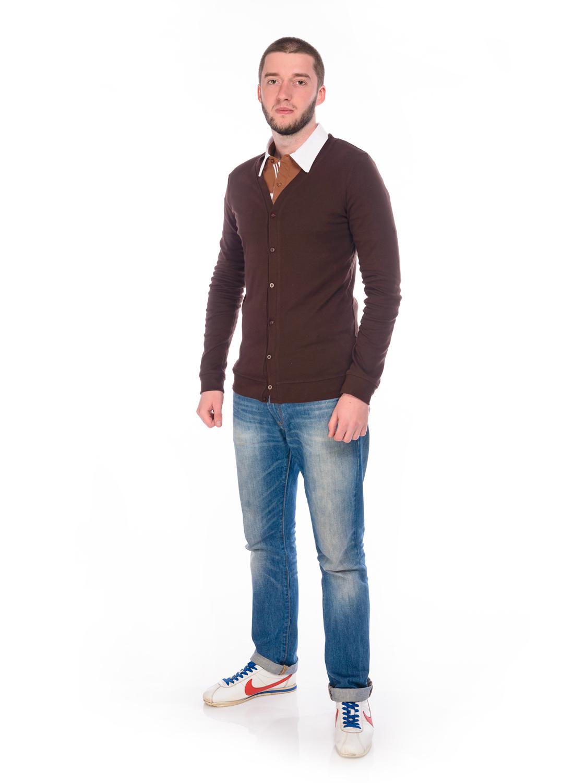 Кофта мужская RAV, цвет: коричневый. RAV01-022. Размер M (48)RAV01-022Стильная мужская кофта, выполненная из эластичного хлопка, станет отличным дополнением вашего гардероба. Модель с V-образным вырезом горловины и длинными рукавами застегивается спереди на пуговицы.
