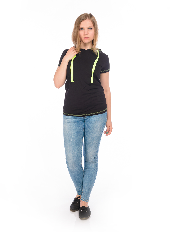 Футболка женская RAV, цвет: черный. RAV02-011. Размер М (46)RAV02-011Стильная футболка, выполненная из эластичного хлопка, станет отличным дополнением к вашему гардеробу. Модель с капюшоном и короткими рукавами. Капюшон дополнен контрастным утягивающим шнурком.