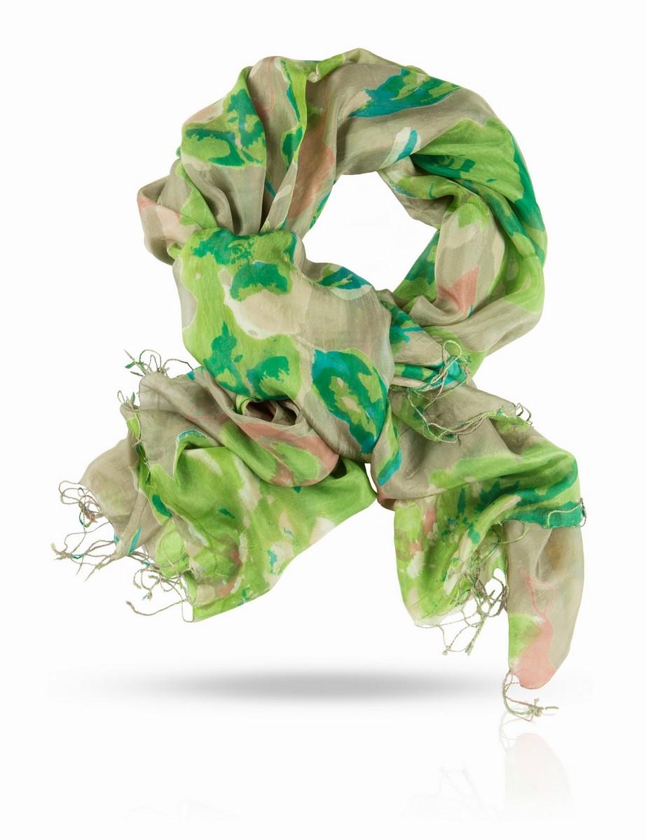 Палантин Michel Katana, цвет: зеленый, салатовый, бежевый. S-BIG.FLOWER/LIL. Размер 110 x 180 смS-BIG.FLOWER/LILПалантин выполнен из натурального шелка. Классический шелк с узором, вдохновленным жарким летом: оливковая роща, блики солнца на листьях, загорелая кожа, страсть, тайное свидание. Этот палантин - квинтэссенция французского шарма и духа галантных приключений. Позвольте полупрозрачному шелковому полотну прикоснуться к вашей коже, ощутите его нежность и ласку, завяжите пышным бантом или узлом, задрапируйте или оберните вокруг бедер - наслаждайтесь, развлекайтесь, флиртуйте, ведите свою партию уверенно и красиво!