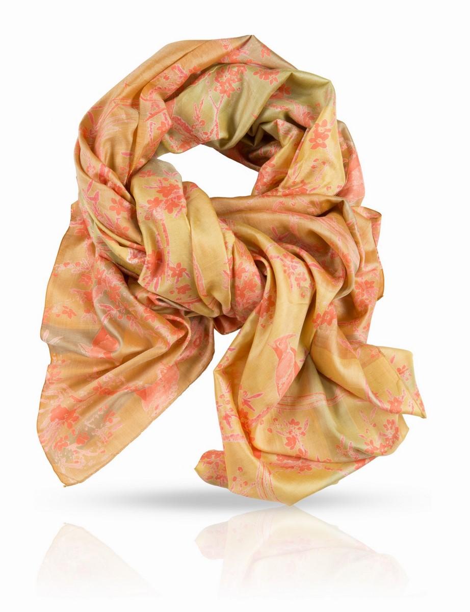 Палантин Michel Katana, цвет: желтый, коралловый, оливковый. SN-FINGAY/YELLOW. Размер 100 x 190 смSN-FINGAY/YELLOWОчаровательный принт этого палантина из плотного, легкого и мягкого шелка не сможет отвлечь вас от его способности образовывать потрясающие складки. Сегодня он послужит вам шарфом, завтра - развернется во всю красу в виде парео или роскошной накидки, и скорее всего, вы захотите носить его каждый день.