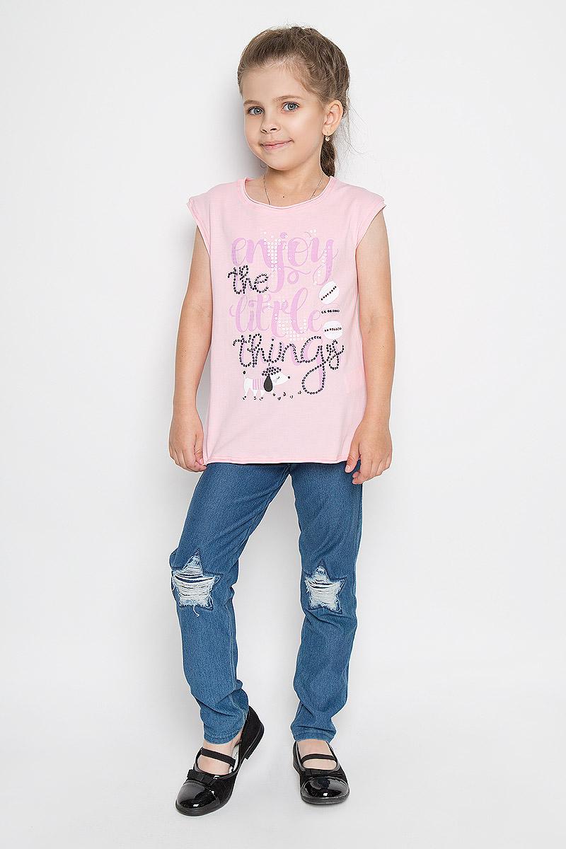 Футболка для девочки Silver Spoon Casual, цвет: розовый. SCFSG-618-24625-411 мод.F5-001. Размер 122SCFSG-618-24625-411 мод.F5-001Футболка для девочки Silver Spoon Casual станет отличным дополнением к детскому гардеробу. Изготовленная из хлопка с добавлением эластана, она необычайно мягкая и приятная на ощупь, не сковывает движения и позволяет коже дышать, не раздражает даже самую нежную и чувствительную кожу ребенка, обеспечивая ему наибольший комфорт.Футболка с круглым вырезом горловины и без рукавов. Модель оформлена принтом в виде надписей на английском языке и рисунка кексов и забавной собачки. Рисунки дополнены стразами и пайетками. Современный дизайн и расцветка делают эту футболку стильным предметом детской одежды. В ней юная модница будет чувствовать себя комфортно и всегда будет в центре внимания!
