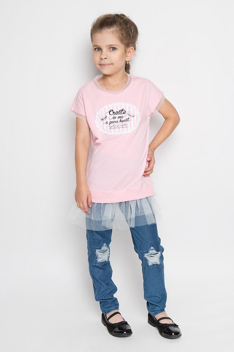 Туника для девочки Silver Spoon Casual, цвет: розовый. SCFSG-618-25107-411 мод.F6-001. Размер 98SCFSG-618-25107-411 мод.F6-001Оригинальная туника для девочки Silver Spoon Casual идеально подойдет маленькой моднице. Изготовленная из эластичного хлопка, она очень мягкая и приятная на ощупь, не сковывает движения ребенка и позволяет коже дышать, обеспечивая комфорт. Туника с короткими рукавами и круглым вырезом горловины украшена спереди аппликацией с принтовыми надписями. Вырез горловины и края рукавов оформлены вставками из микросетки. Низ модели дополнен трикотажной резинкой и двойной воздушной оборкой. По бокам предусмотрены небольшие разрезы. Туника декорирована стразами.Стильный дизайн и расцветка делают эту тунику модным предметом детской одежды. В ней маленькая принцесса всегда будет в центре внимания!