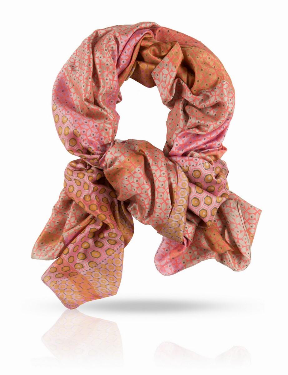 Палантин Michel Katana, цвет: розовый, бежевый, лиловый. SN-SMALL.FLORE/PEACH. Размер 100 x 190 смSN-SMALL.FLORE/PEACHПалантин выполнен из 100% натурального шелка ручного плетения. Краски жизни, краски лета - свежие, но не кричащие. Этот палантин Michel Katana поистине универсален и будет верно служить вам в любое время года. С шубой или пальто, с плащом и легкой паркой, с блузкой и футболкой и даже с купальником - если вы решите использовать его как парео. Используйте эту роскошь на полную катушку!