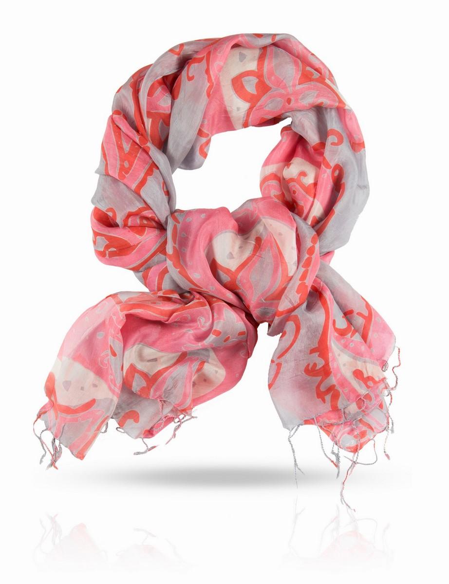 Палантин Michel Katana, цвет: розовый, красный, серый. S-PAISLEY/GREY.RED. Размер 111 x 180 смS-PAISLEY/GREY.REDПалантин выполнен из натурального шелка.Рисунок этого женского палантина рождает образ таинственного Востока. В нем звучат мотивы персидских тканей, одежд и ковров, овеянных для европейцев особой тонкой магией. Доминирует в композиции элемент бута - легендарный индо-персидский символ в виде слезы, восточного огурца, стилизованной пальмовой ветви. Этот символ - поистине золотой сон европейской моды.