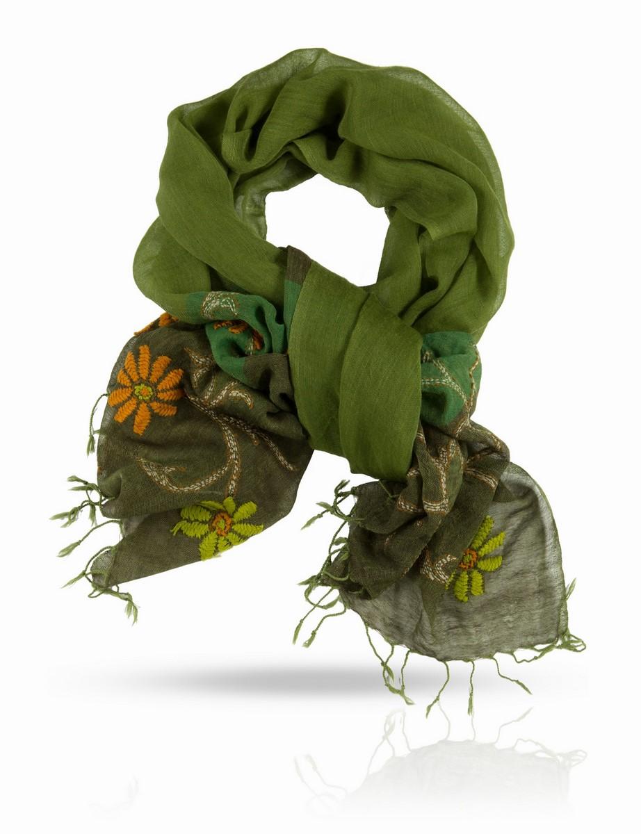 Палантин Michel Katana, цвет: зеленый, салатовый, оранжевый. ZW.EMB/GREY.GREEN. Размер 70 x 200 смZW.EMB/GREY.GREENОчаровательный палантин Michel Katana подчеркнет ваш неповторимый образ.Изделие выполнено из высококачественной шерсти и оформлено оригинальной ручной вышивкой. Палантин очень мягкий и приятный на ощупь, хорошо драпируется. Размер этого палантина позволяет уютно закутаться в него прохладным вечером. Этот модный аксессуар женского гардероба гармонично дополнит образ современной женщины, следящей за своим имиджем и стремящейся всегда оставаться стильной и элегантной.