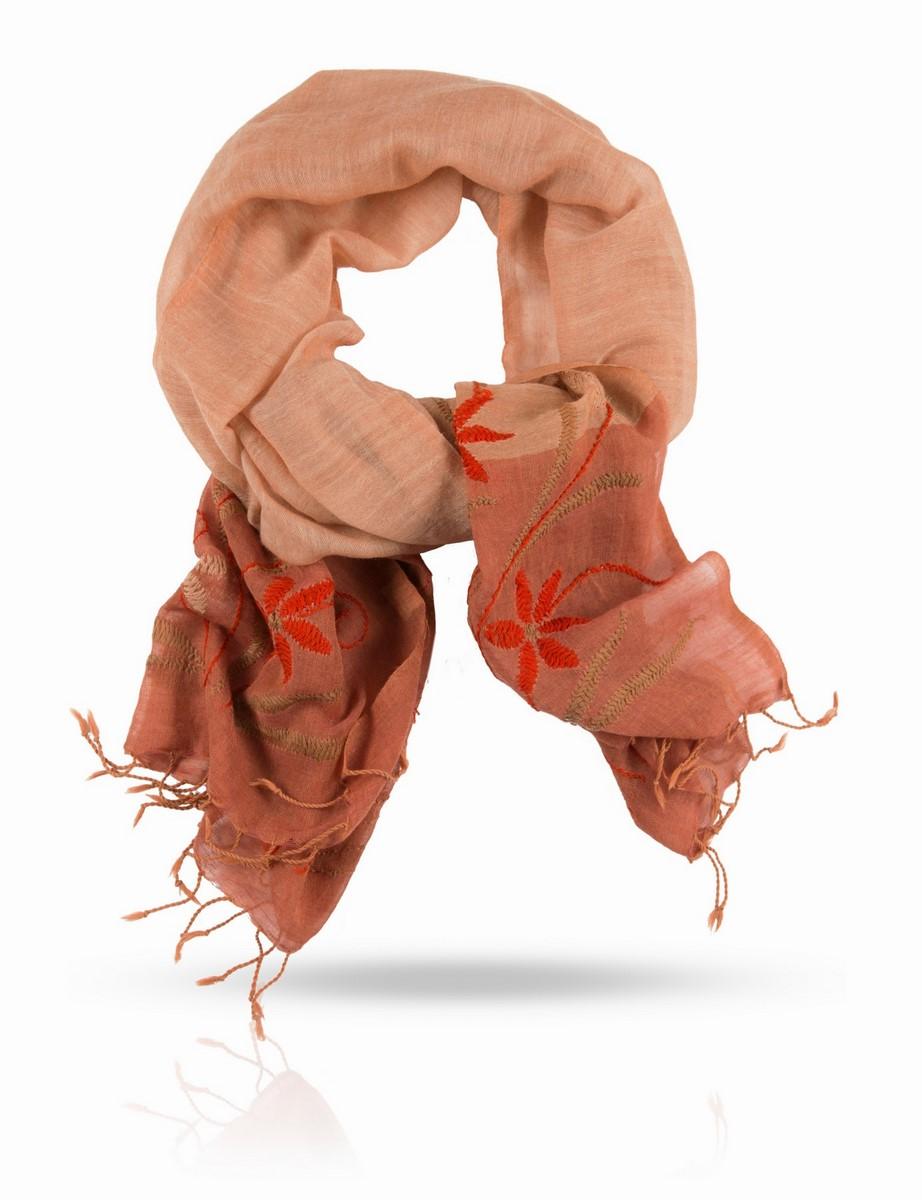 Палантин Michel Katana, цвет: розовый, оранжевый, бежевый. ZW.EMB/RUST. Размер 70 x 200 смZW.EMB/RUSTОчаровательный палантин Michel Katana подчеркнет ваш неповторимый образ.Изделие выполнено из высококачественной шерсти и оформлено оригинальной ручной вышивкой. Палантин очень мягкий и приятный на ощупь, хорошо драпируется. Размер этого палантина позволяет уютно закутаться в него прохладным вечером. Этот модный аксессуар женского гардероба гармонично дополнит образ современной женщины, следящей за своим имиджем и стремящейся всегда оставаться стильной и элегантной.