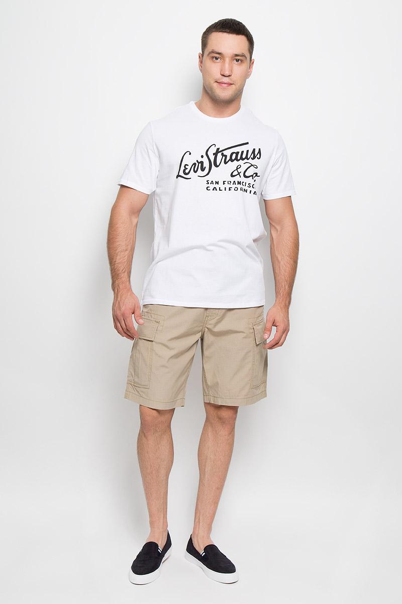 Футболка мужская Levis®, цвет: белый. 1778301090. Размер XL (50)1778301090Мужская футболка Levis®, выполненная из натурального хлопка, идеально подойдет дляповседневной носки.Материал изделия легкий, мягкий и приятный на ощупь, не сковывает движения и позволяет кожедышать. Футболка с короткими рукавами имеет круглый вырез горловины, дополненный трикотажнойрезинкой.Модель оформлена принтовыми надписями. Модный дизайн делает эту футболку стильным предметом мужской одежды. Она поможетсоздатьотличный современный образ.