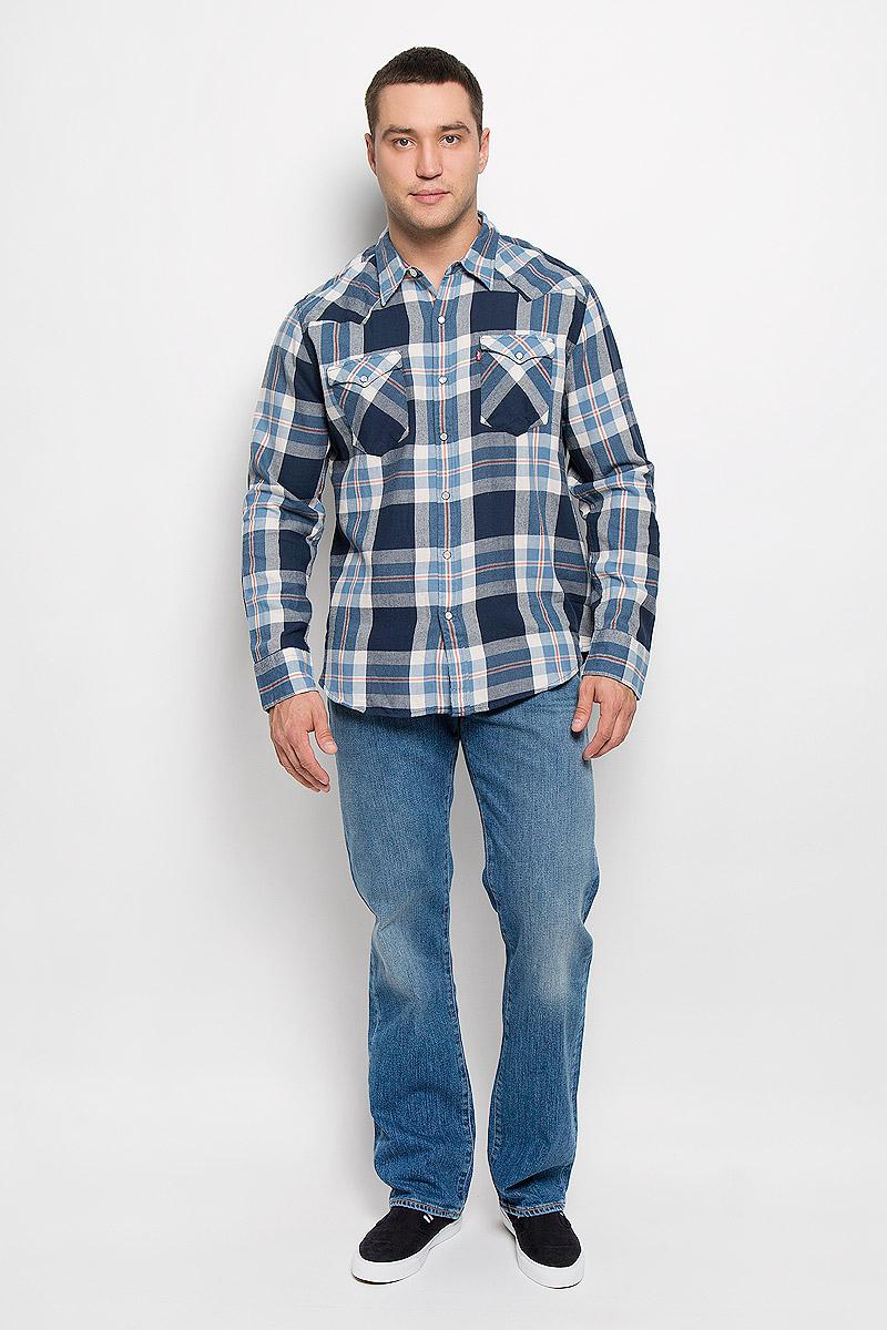 Рубашка мужская Levis®, цвет: голубой, темно-синий. 6581601560. Размер M (46)6581601560Мужская рубашка Levis® прекрасно подойдет для повседневной носки. Изделие выполнено из натурального хлопка, необычайно мягкое и приятное на ощупь, не сковывает движения и хорошо пропускает воздух. Рубашка с отложным воротником и длинными рукавами застегивается спереди на кнопки и одну пуговицу. Модель отличается оригинальными ковбойскими элементами дизайна на передней и задней кокетках, оснащена нагрудными карманами с клапанами на кнопках. Манжеты рукавов также дополнены застежками-кнопками. Изделие оформлено принтом в клетку. Такая рубашка будет дарить вам комфорт в течение всего дня и станет стильным дополнением к вашему гардеробу.
