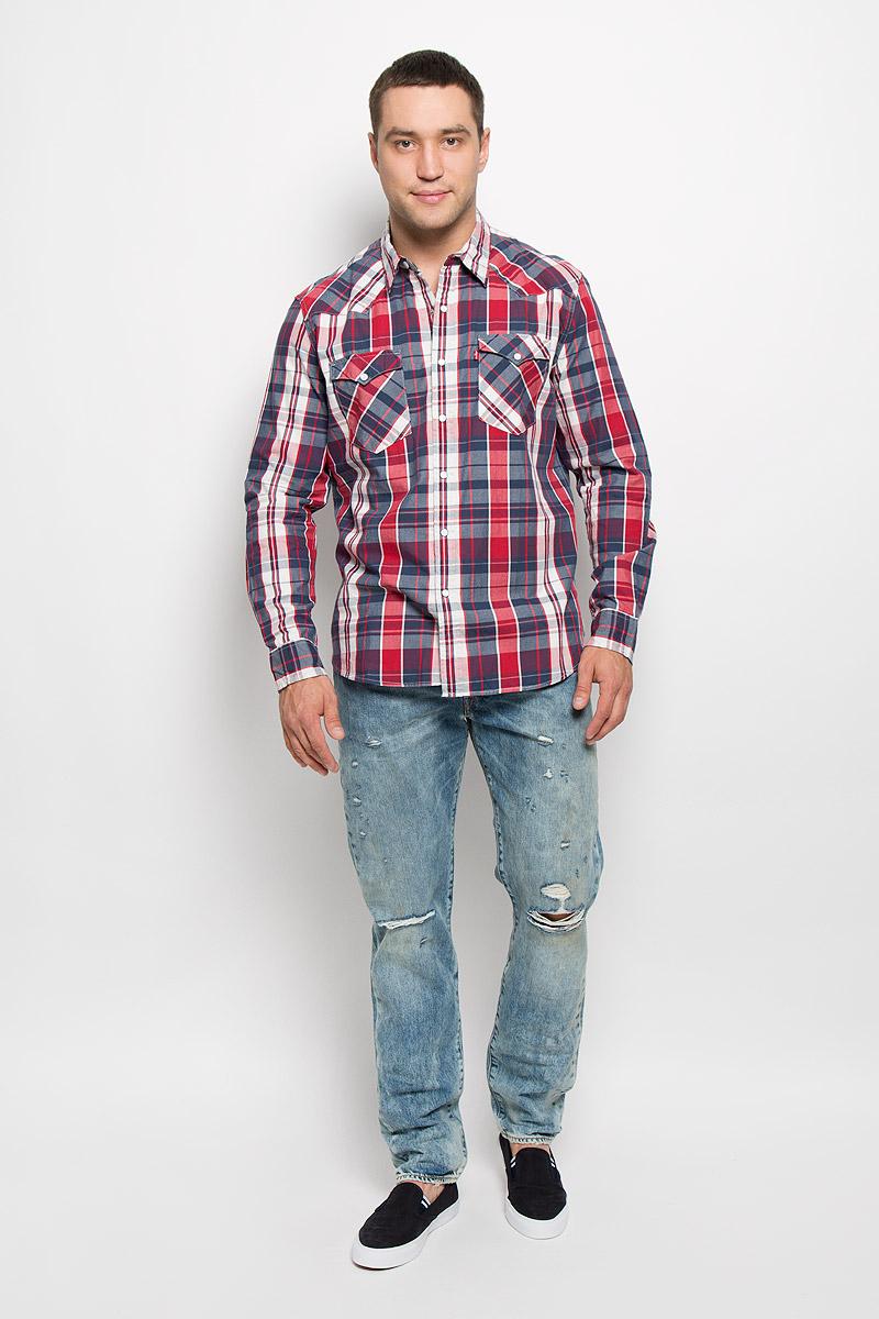 Рубашка мужская Levis®, цвет: темно-синий, красный, белый. 6698600220. Размер S (44)6698600220Мужская рубашка Levis® в стиле Western прекрасно подойдет для повседневной носки. Изделие выполнено из мягкого натурального хлопка, тактильно приятное, не сковывает движения и хорошо пропускает воздух. Рубашка с отложным воротником и длинными рукавами застегивается спереди на кнопки и одну пуговицу. Модель отличается оригинальными ковбойскими элементами дизайна на передней и задней кокетках, оснащена нагрудными карманами с клапанами на кнопках. Манжеты рукавов также дополнены застежками-кнопками. Изделие оформлено принтом в клетку. Такая рубашка будет дарить вам комфорт в течение всего дня и станет стильным дополнением к вашему гардеробу.