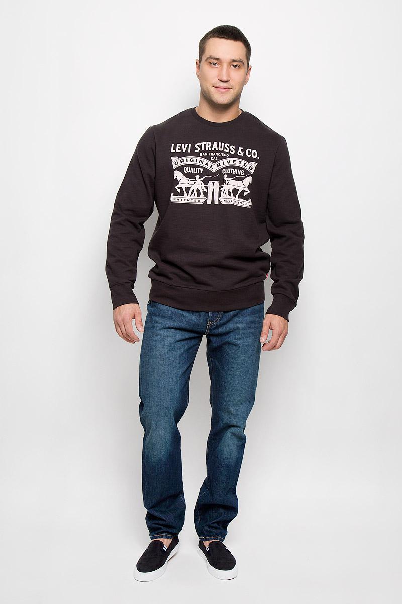 Свитшот мужской Levis®, цвет: черный. 1949200040. Размер XL (50)1949200040Стильный мужской свитшот Levis®, изготовленный из хлопка с добавлением полиэстера, мягкий и приятный на ощупь, не сковывает движений и обеспечивает наибольший комфорт. Модель с круглым вырезом горловины и длинными рукавами спереди оформлена надписями на английском языке и оригинальным рисунком. Манжеты рукавов, вырез горловины и низ изделия дополнены трикотажными резинками. Этот свитшот послужит отличным дополнением к вашему гардеробу. В нем вы будете чувствовать себя уютно в прохладное время года.
