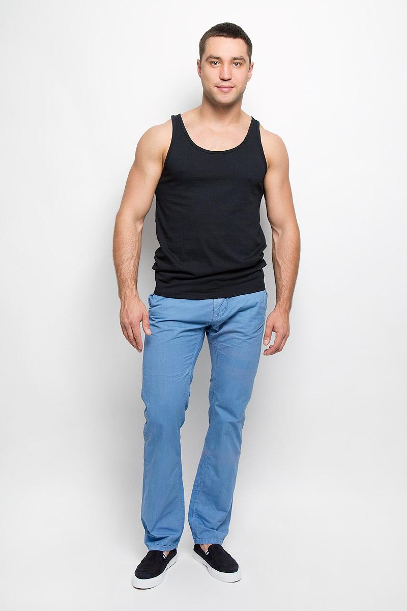Брюки мужские Broadway, цвет: голубой. 10150982. Размер 29-34 (45)10150982Симпатичные мужские брюки Broadway высочайшего качества, слегка зауженного к низу кроя и заниженной посадки, станут отличным дополнением к вашему современному образу. Застегивается модель на пуговицу в поясе и ширинку на застежке-молнии, имеются шлевки для ремня. Спереди модель оформлена двумя втачными карманами с косыми срезами, а сзади - двумя втачными карманами на пуговицах.Эти модные и в тоже время комфортные брюки послужат отличным дополнением к вашему гардеробу. В них вы всегда будете чувствовать себя уютно и комфортно.