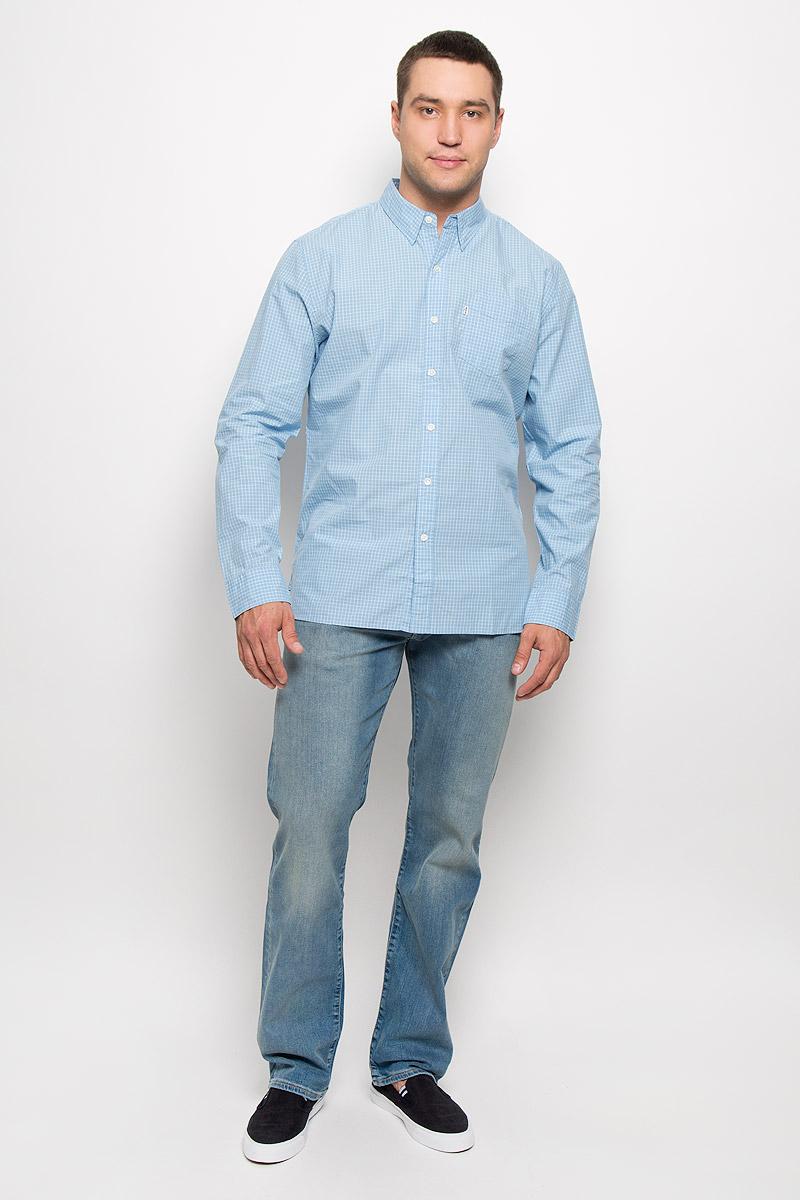 Рубашка мужская Levis®, цвет: голубой, белый. 6582402280. Размер M (46)6582402280Стильная мужская рубашка Levis®, выполненная из натурального хлопка, подчеркнет ваш уникальный стиль и поможет создать оригинальный образ. Такой материал великолепно пропускает воздух, обеспечивая необходимую вентиляцию, а также обладает высокой гигроскопичностью. Рубашка с длинными рукавами и отложным воротником застегивается на пуговицы спереди. На груди расположен накладной карман. Рукава модели дополнены манжетами на пуговицах. Изделие оформлено принтом в клетку. Классическая рубашка - превосходный вариант для базового мужского гардероба и отличное решение на каждый день.Такая рубашка будет дарить вам комфорт в течение всего дня и послужит замечательным дополнением к вашему гардеробу.