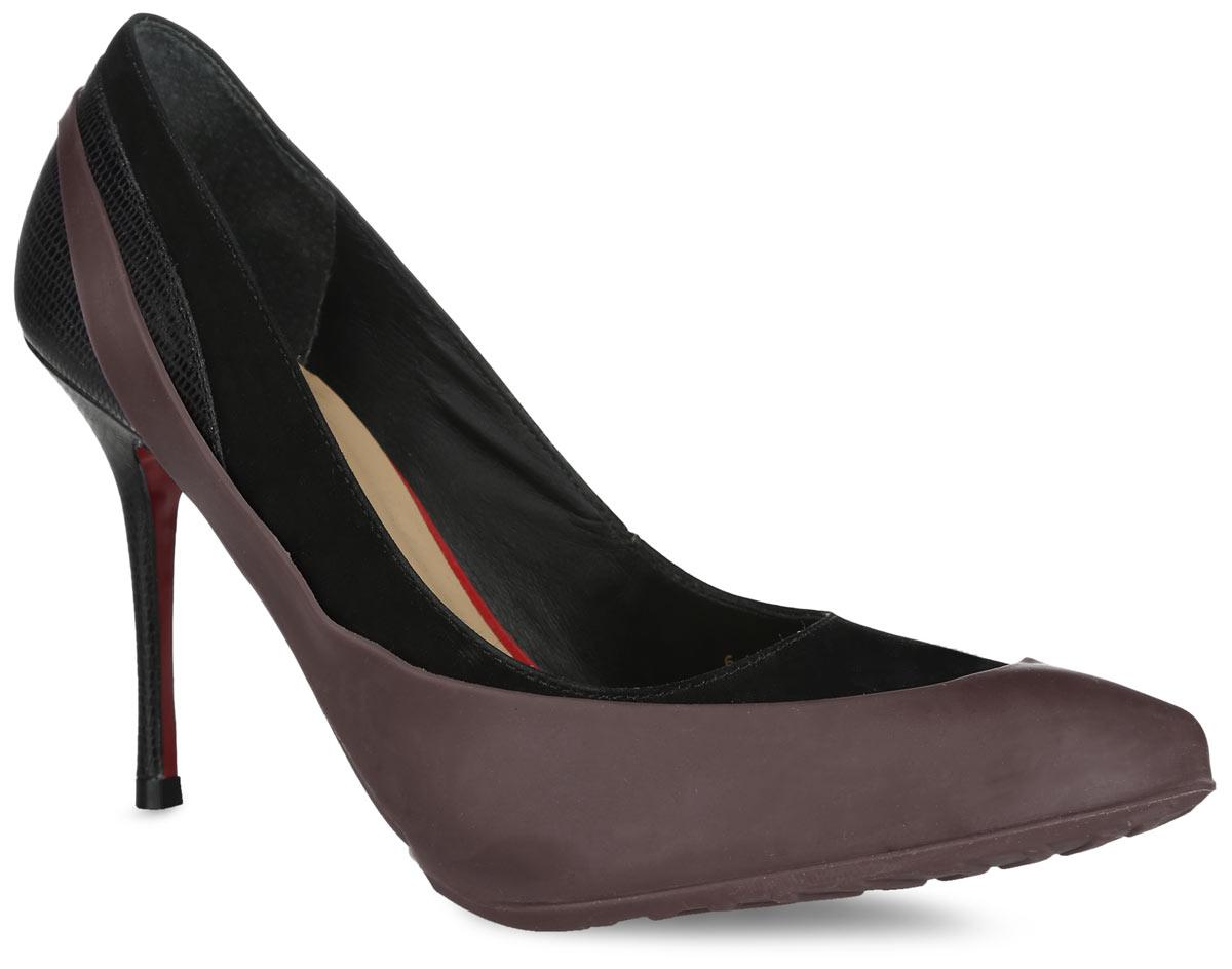 Галоши на обувь женские Мир Галош, цвет: темно-коричневый. WKODCHH. Размер 36/39WKODCHHСтильные женские галоши предназначены для защиты обуви без платформы и с высотой каблука от 5 до 15 см. Модель выполнена из резины с добавлением силикона. Сначала на обувь надевается носочная часть галош, а затем пяточная часть. Галоши защищают обувь от влаги, грязи, снега, соли и песка. Модель принимает форму обуви, легко моется и быстро сохнет. Рифление на подошве обеспечивает отличное сцепление с любой поверхностью. Модные галоши не только защитят вашу обувь, они помогут изменить ее внешний вид, сделав его более эффектным.