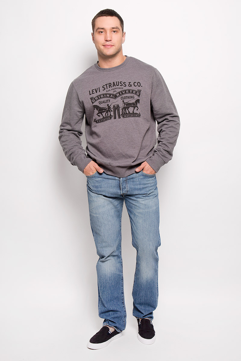 Джинсы мужские Levis® 501, цвет: синий. 50122420. Размер 30-32 (46-32)50122420Легендарные мужские джинсы Levis® 501 выполнены из качественного денима. Ткань мягкая, тактильно приятная, позволяет коже дышать.Джинсы прямого кроя дополнены фирменной застежкой на пуговицах. На поясе предусмотрены шлевки для ремня. Модель имеет классический пятикарманный крой: спереди - два втачных кармана и один маленький накладной, а сзади - два накладных кармана. Изделие оформлено легким эффектом искусственного состаривания денима: потертостями и перманентными складками. Украшены джинсы металлическими клепками и прострочкой.Отличное качество, дизайн и расцветка делают эти джинсы стильным и модным предметом мужской одежды. Джинсы Levis® 501 символизируют полную свободу самовыражения.