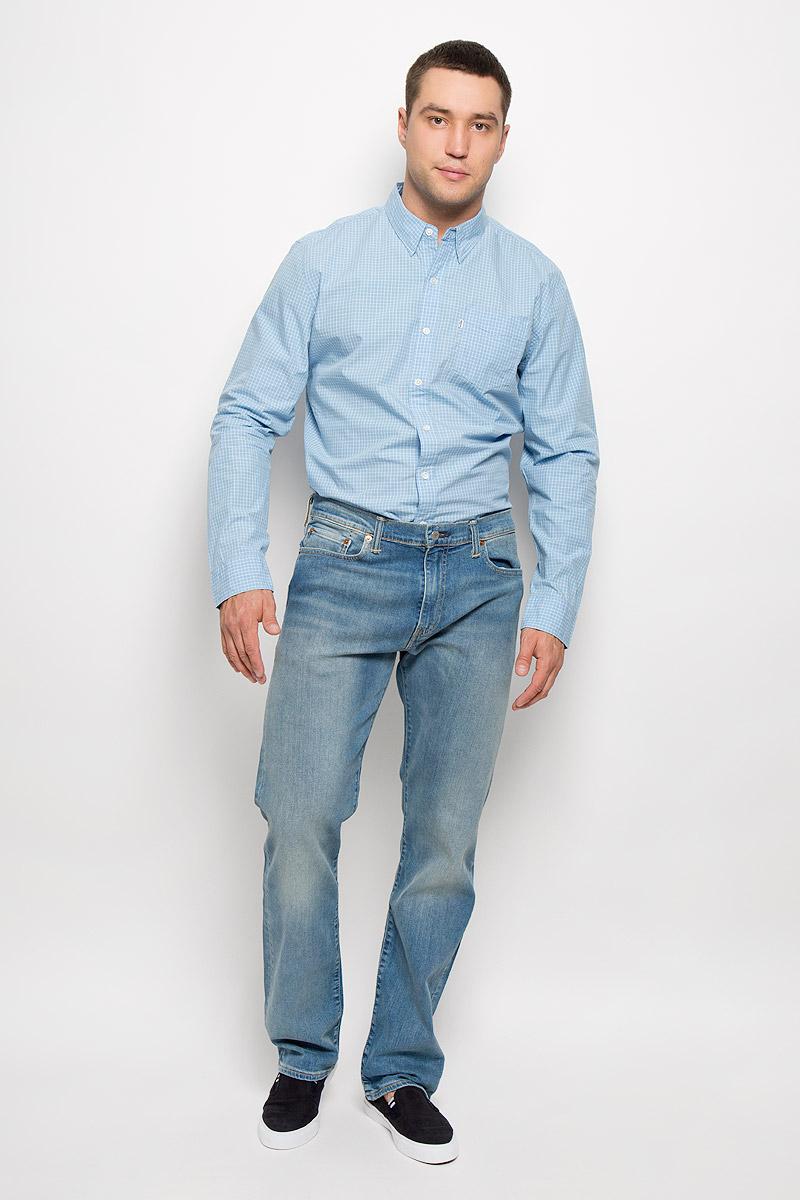 Джинсы мужские Levis® 504, цвет: синий. 2999004940. Размер 34-34 (50-34)2999004940Мужские джинсы Levis® 504 выполнены из эластичного денима средней плотности. Ткань тактильно приятная, хорошо пропускает воздух.Джинсы прямого кроя застегиваются на металлическую пуговицу и имеют ширинку на застежке-молнии. На поясе предусмотрены шлевки для ремня. Спереди расположены два втачных кармана и один маленький накладной, а сзади - два накладных кармана. Изделие оформлено эффектом потертости, украшено металлическими клепками и прострочкой.Отличное качество, дизайн и расцветка делают эти джинсы стильным и модным предметом мужской одежды. Такие джинсы займут достойное место в вашем гардеробе!