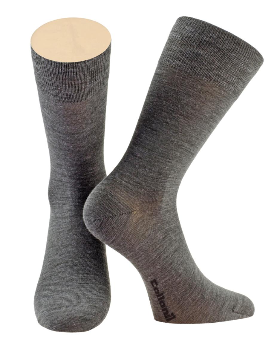 Носки мужские Collonil, цвет: темно-серый. 2-09/02. Размер 39-412-09/02Мужские носки Collonil изготовлены из шерсти и лайкры Nano Silver.Носки с удлиненным паголенком. Широкая резинка не сдавливает и комфортно облегает ногу.