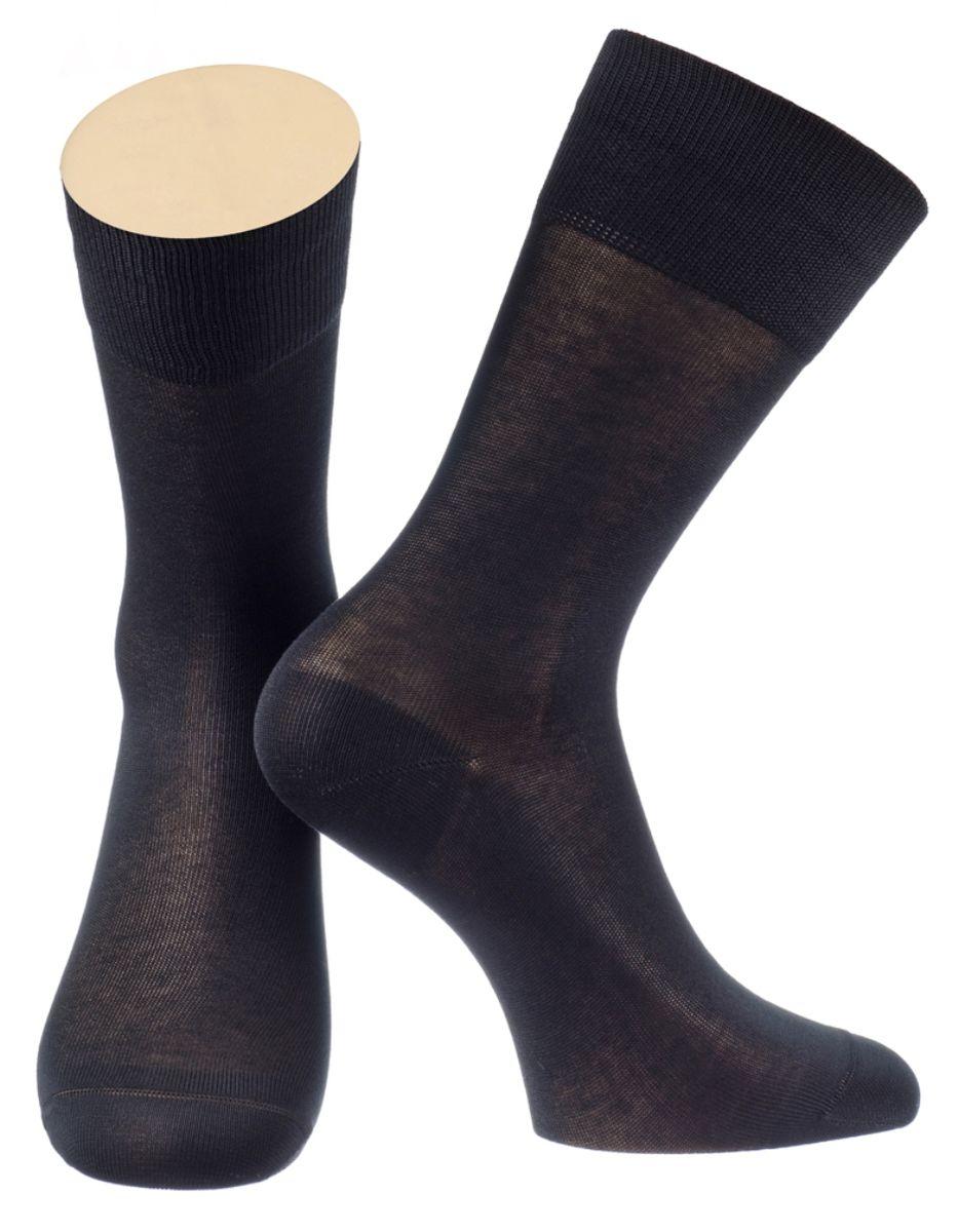 Носки мужские Collonil, цвет: черный. 2-15/01. Размер 44-462-15/01Мужские особо тонкие носки Collonil изготовлены из мерсеризованного хлопка с добавлением тактеля.Носки с удлиненным паголенком. Широкая резинка не сдавливает и комфортно облегает ногу.