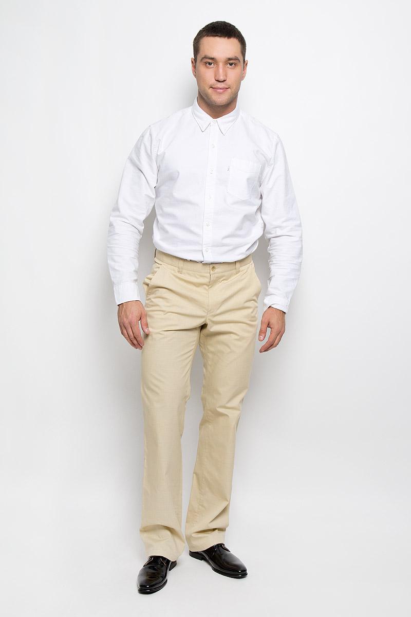 Брюки мужские BTC, цвет: светло-бежевый. 12.013871. Размер 48-17612.013871Мужские брюки BTC, выполненные из высококачественного материала, займут достойное место в вашем гардеробе. Ткань изделия мягкая, тактильно приятная, хорошо пропускает воздух. Брюки прямого кроя застегиваются на пуговицу в поясе и имеют ширинку на застежке-молнии. На брюках предусмотрены шлевки для ремня. Спереди модель дополнена двумя втачными карманами со скошенными краями, а сзади - одним прорезным карманом на пуговице. Высокое качество кроя и пошива, актуальный дизайн придают изделию неповторимый стиль и индивидуальность. Брюки станут стильным дополнением к вашему образу!
