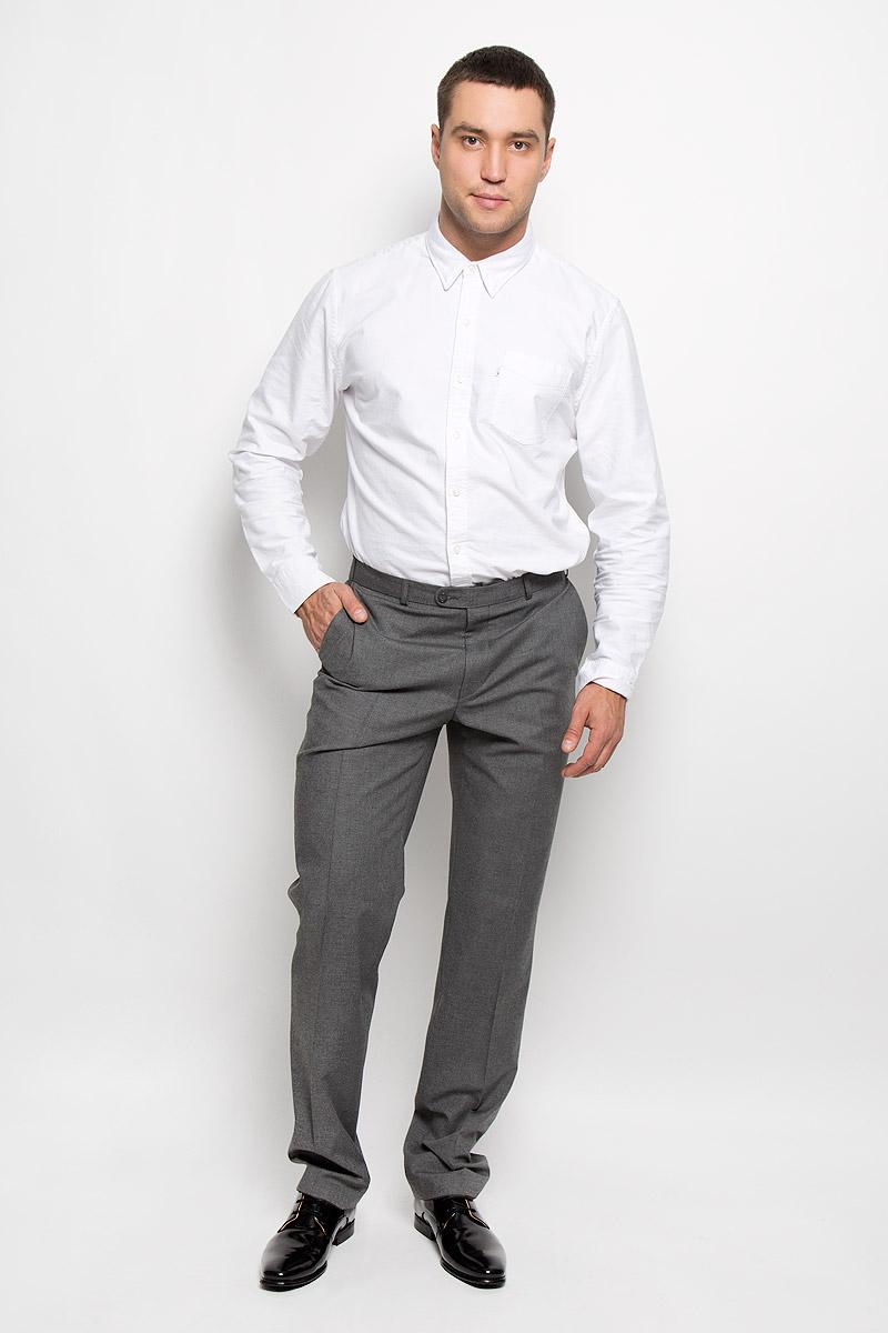 Брюки мужские BTC Modern, цвет: серый. 12.015678. Размер 54-19412.015678Мужские брюки BTC Modern, выполненные из высококачественного материала, займут достойное место в вашем гардеробе. Ткань изделия мягкая, тактильно приятная, хорошо пропускает воздух. Подкладка из 100% полиэстера.Брюки прямого кроя застегиваются на пуговицы и крючок в поясе и имеют ширинку на застежке-молнии. На брюках предусмотрены шлевки для ремня. Спереди модель дополнена двумя втачными карманами, а сзади - одним прорезным карманом на пуговице. Высокое качество кроя и пошива, актуальный дизайн придают изделию неповторимый стиль и индивидуальность. Брюки станут стильным дополнением к вашему образу!
